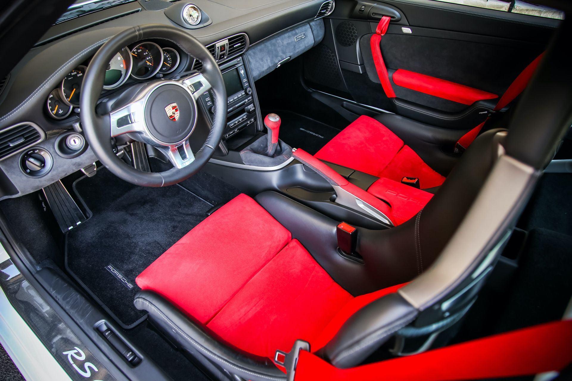 2011_Porsche_911_GT3_RS_4.0_sale_0003