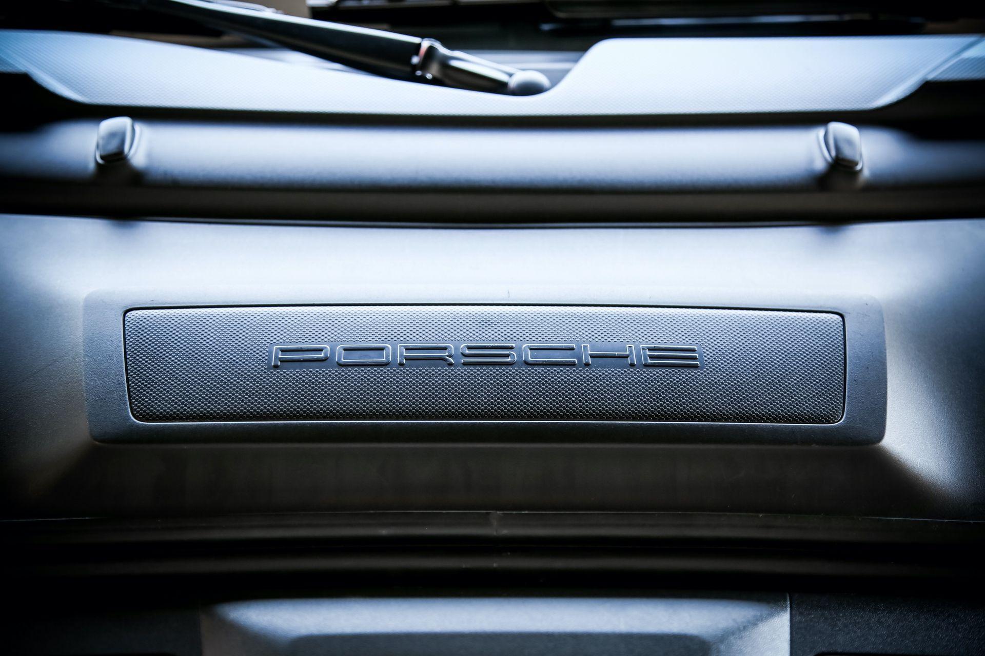 2011_Porsche_911_GT3_RS_4.0_sale_0019