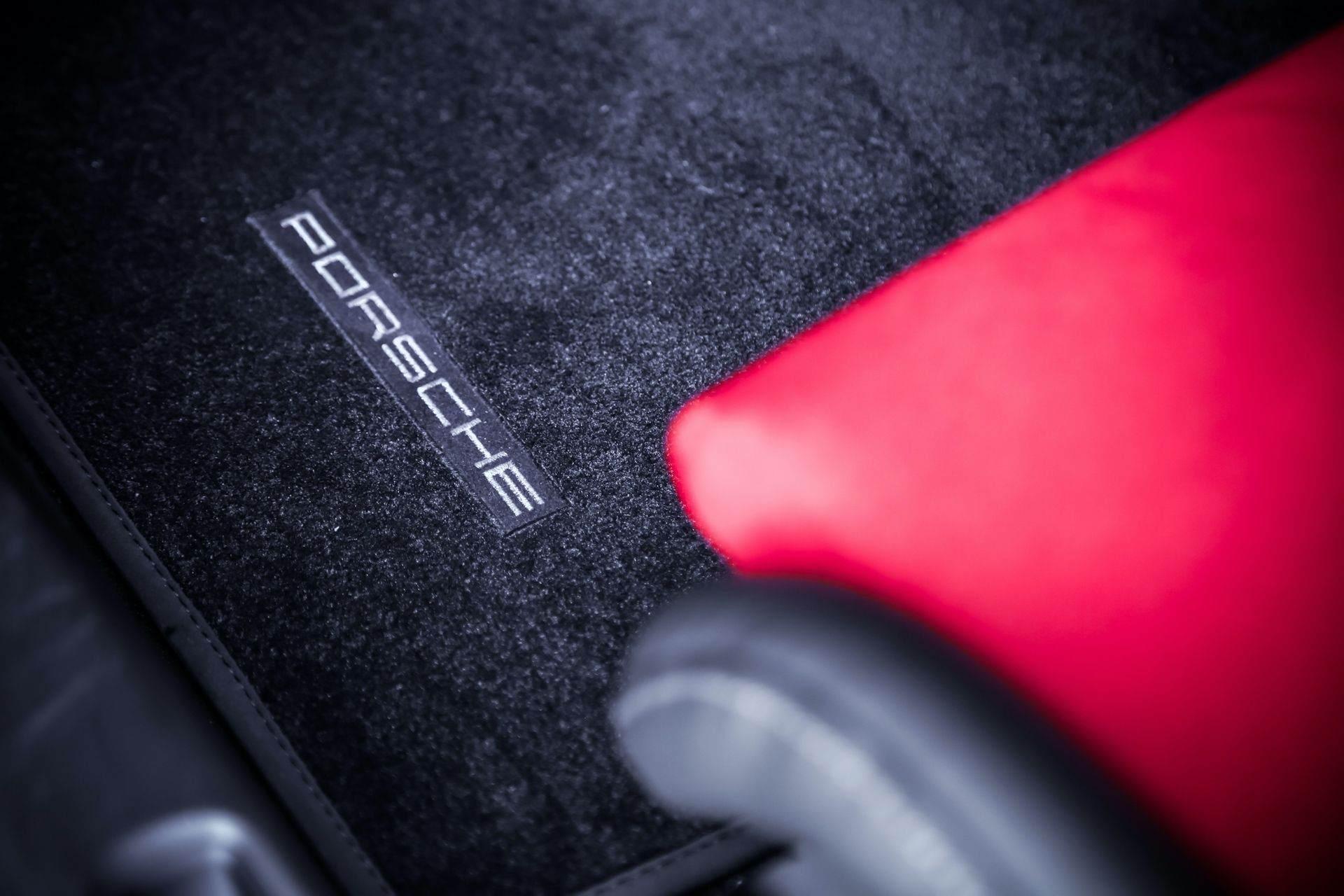 2011_Porsche_911_GT3_RS_4.0_sale_0025