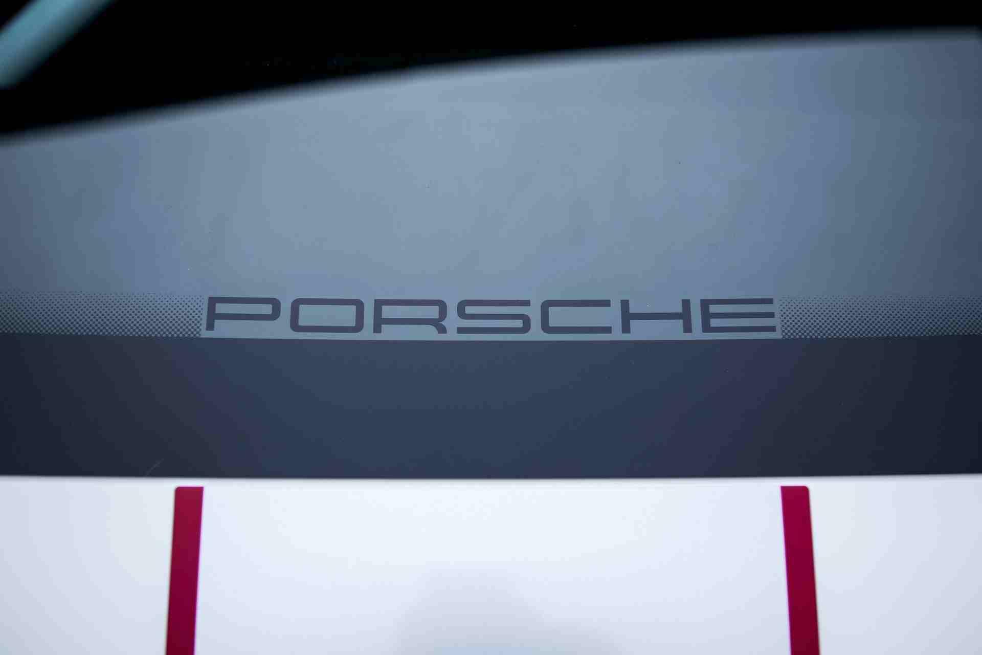 2011_Porsche_911_GT3_RS_4.0_sale_0033
