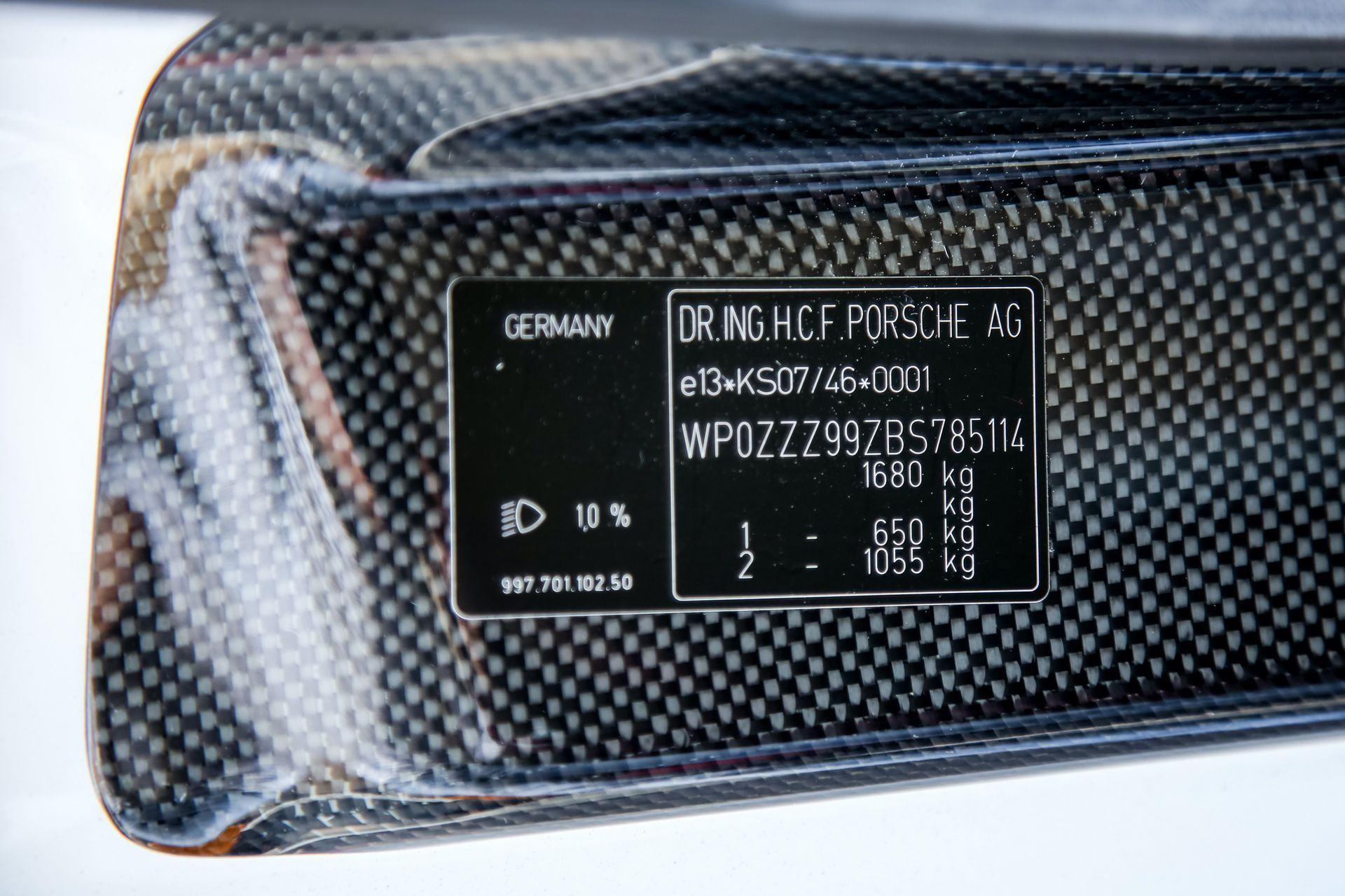 2011_Porsche_911_GT3_RS_4.0_sale_0038