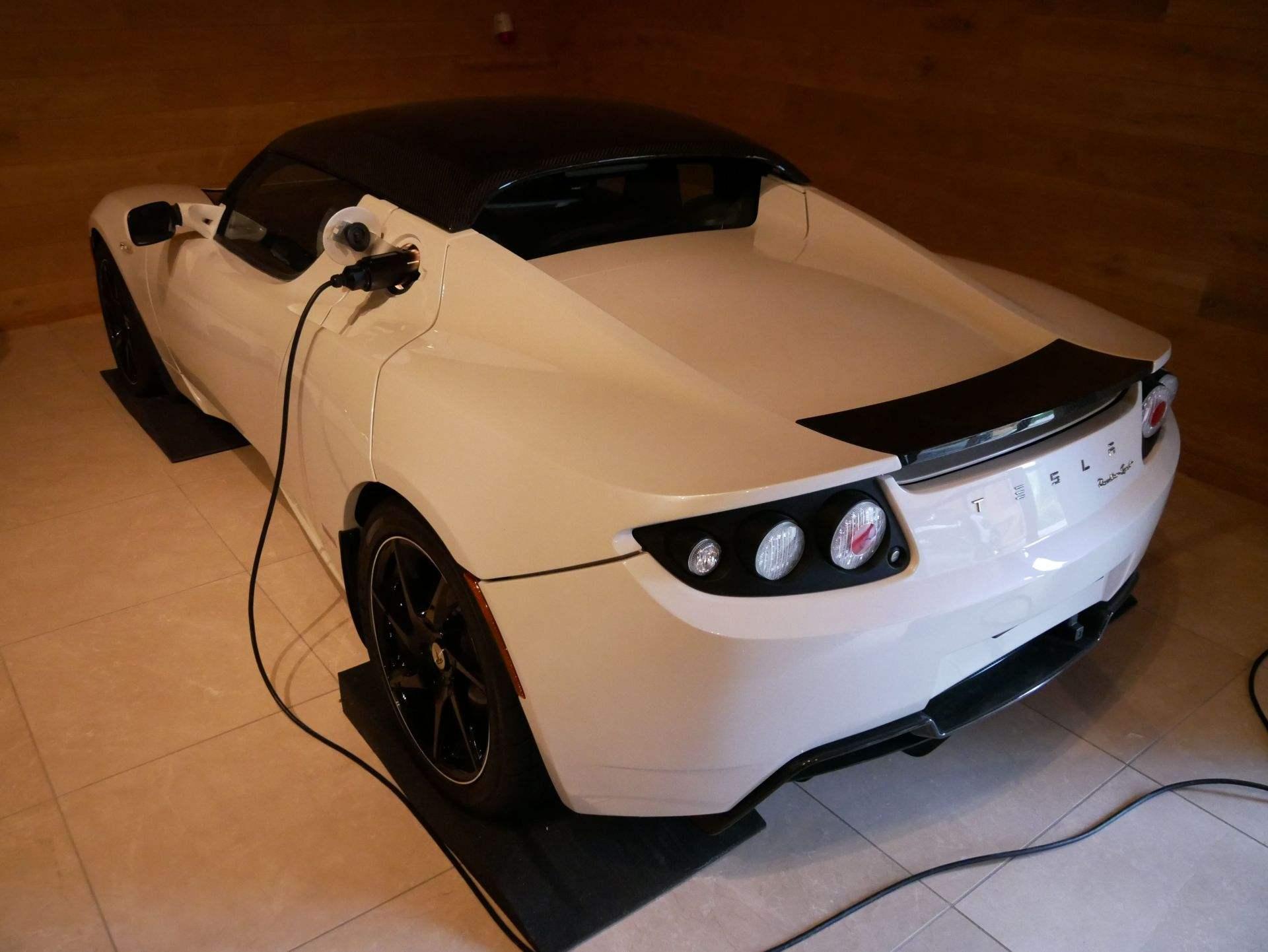 2012_Tesla_Roadster_sale_0002