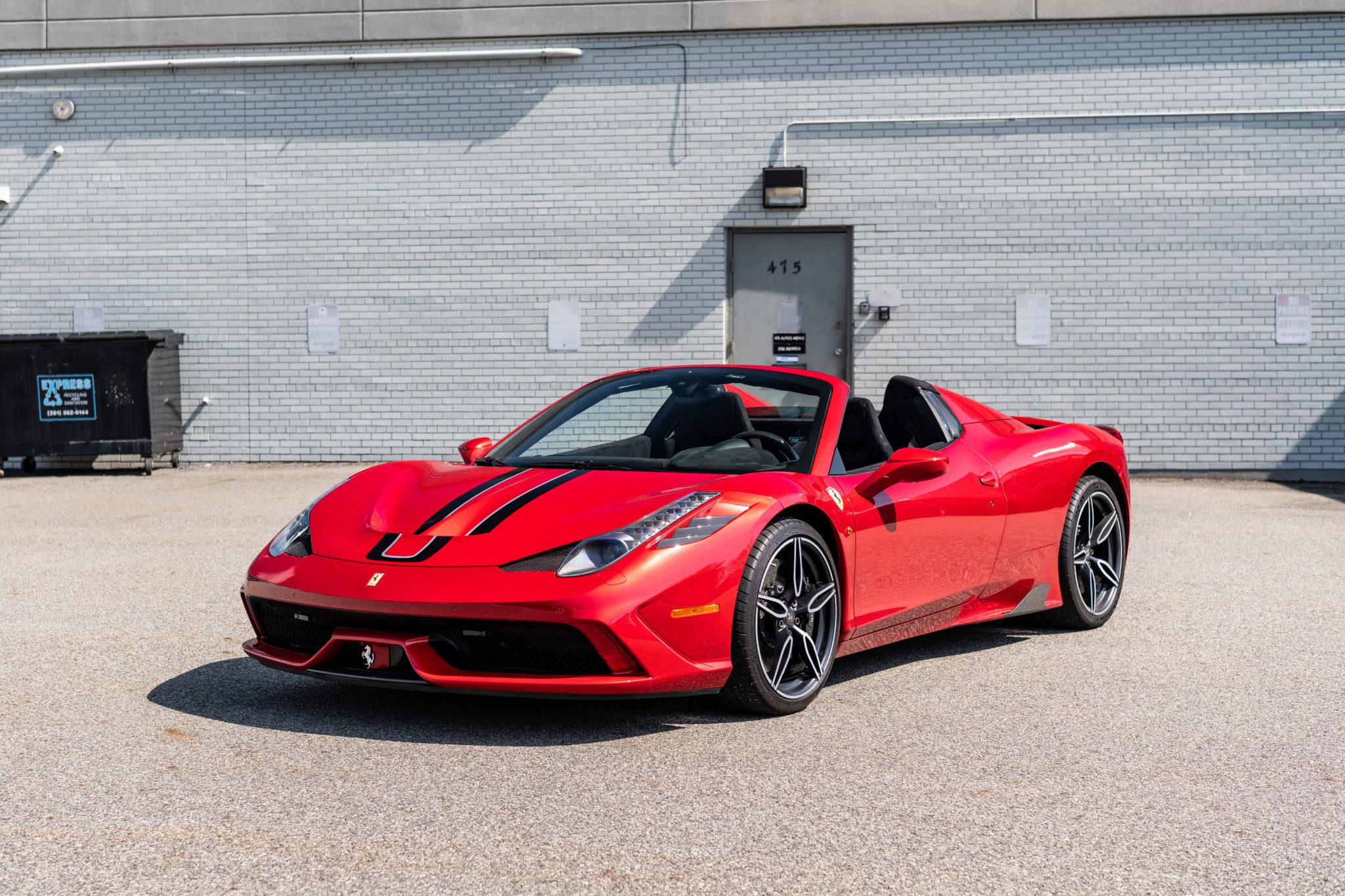 2015_Ferrari_458_Speciale_Aperta_sale_0000