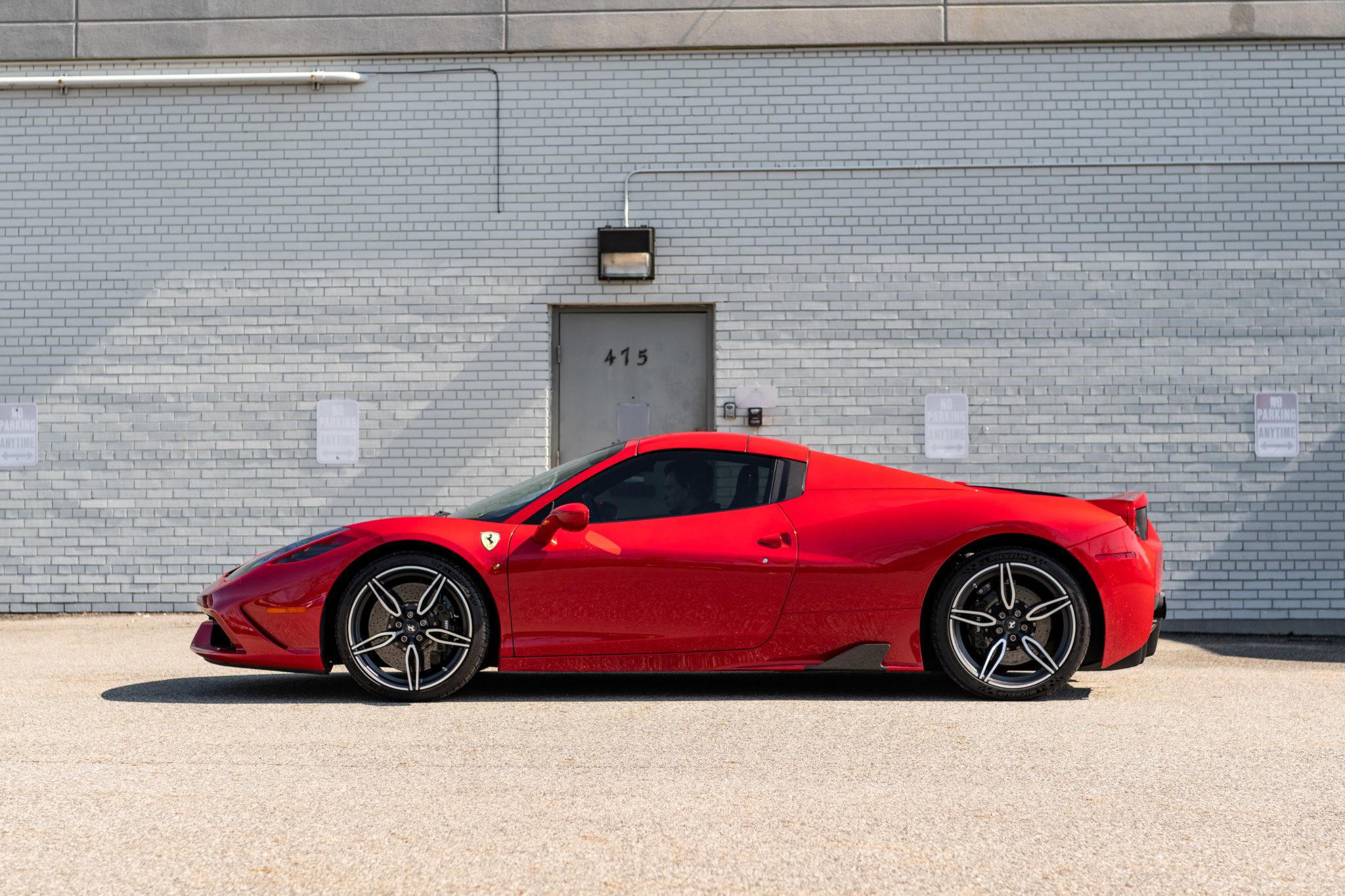 2015_Ferrari_458_Speciale_Aperta_sale_0002