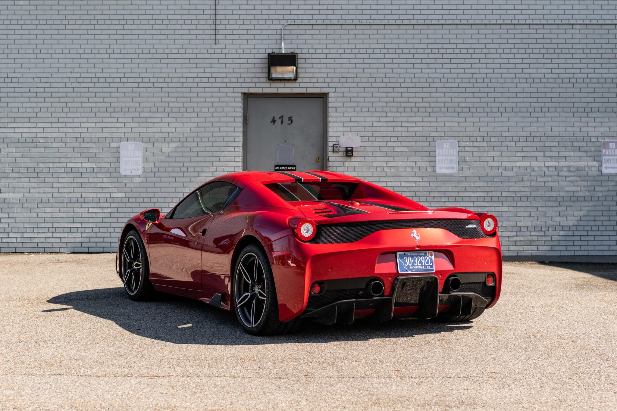 2015_Ferrari_458_Speciale_Aperta_sale_0003