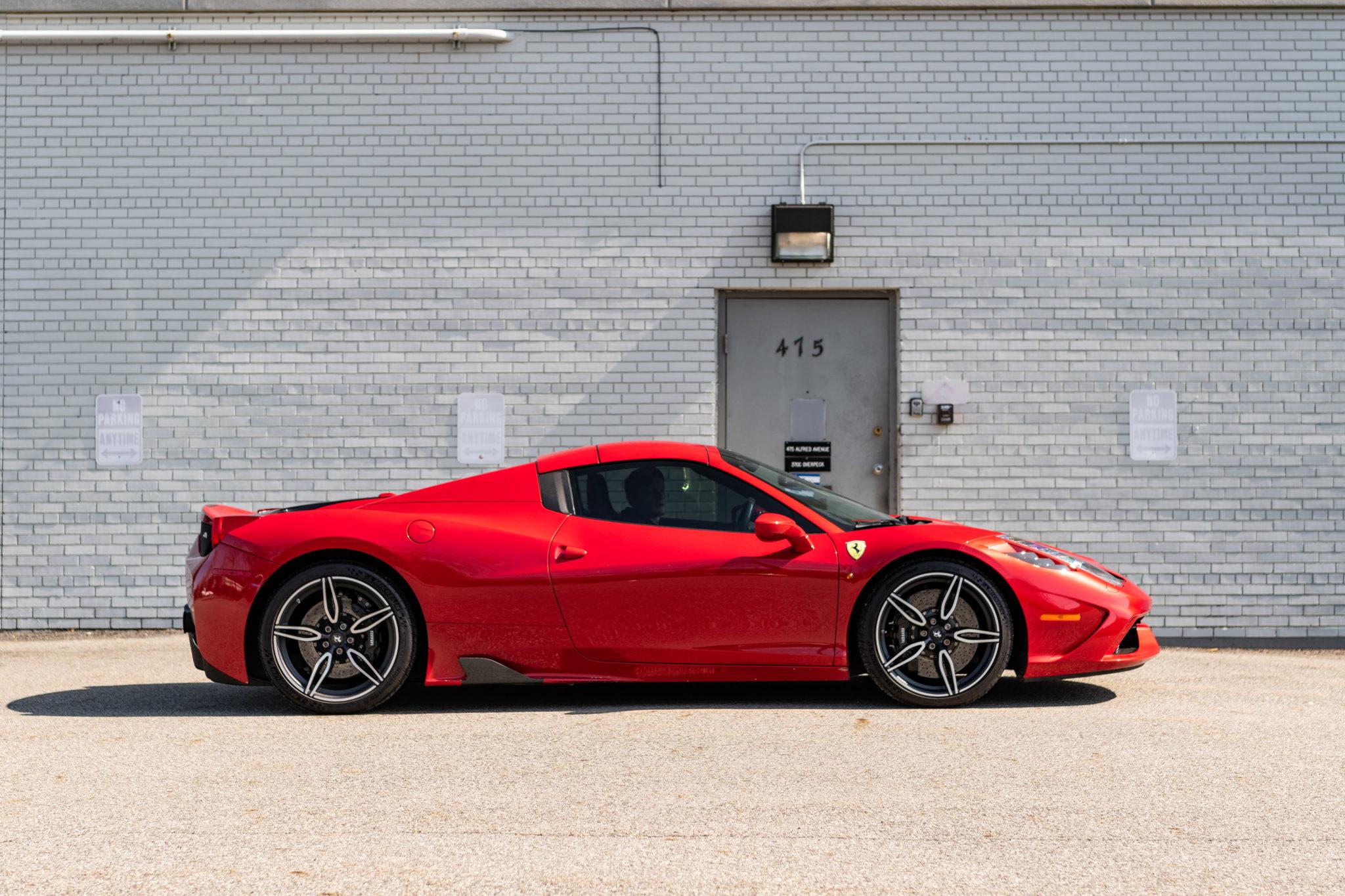 2015_Ferrari_458_Speciale_Aperta_sale_0005