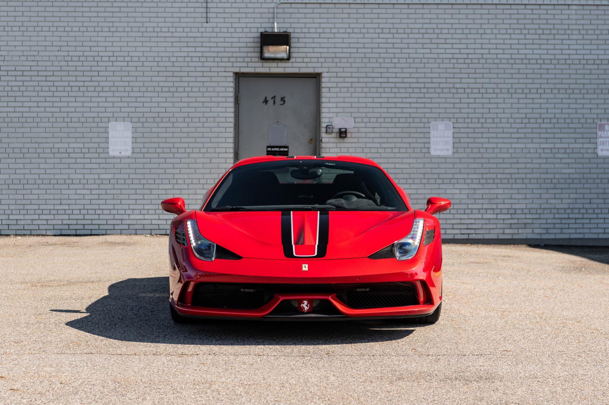 2015_Ferrari_458_Speciale_Aperta_sale_0006