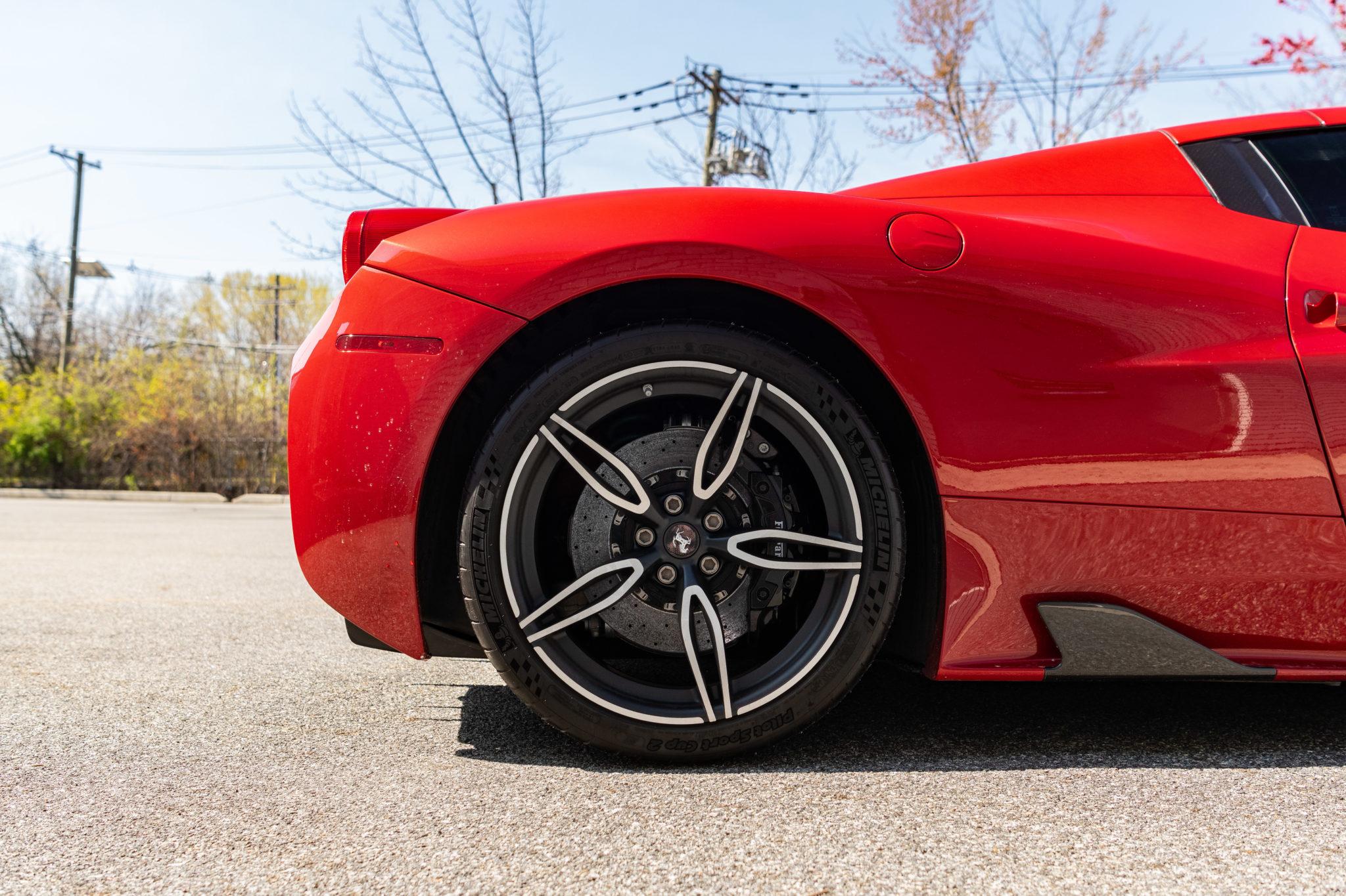 2015_Ferrari_458_Speciale_Aperta_sale_0010