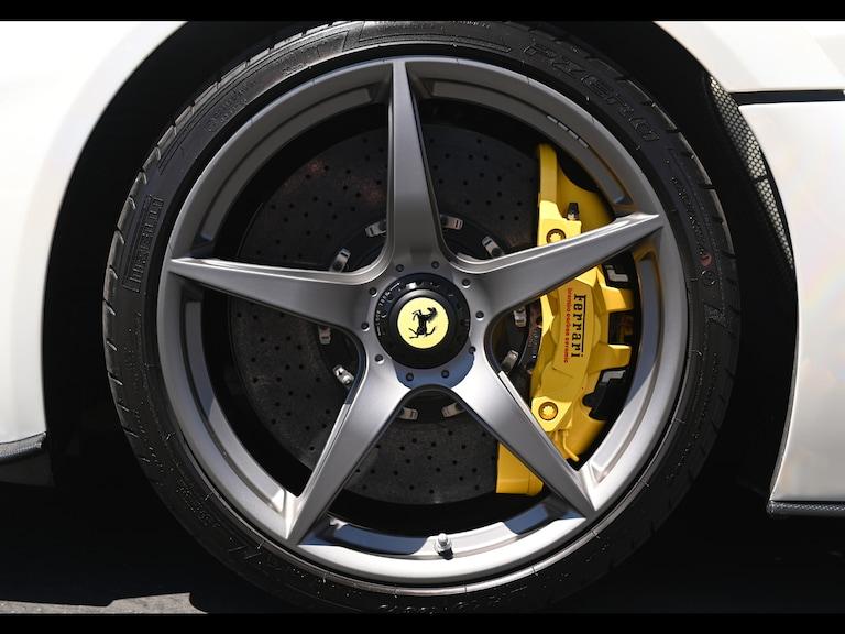 2015_Ferrari_LaFerrari_white_sale_0001