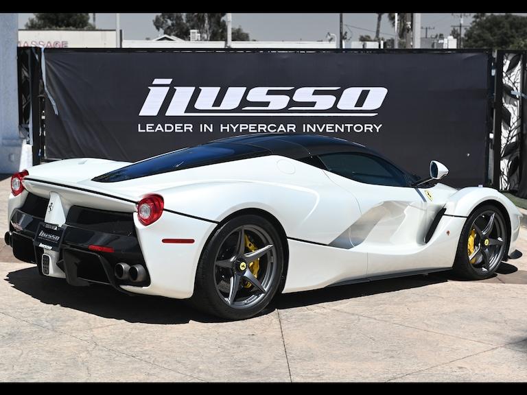 2015_Ferrari_LaFerrari_white_sale_0004