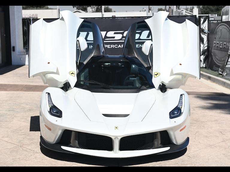 2015_Ferrari_LaFerrari_white_sale_0006