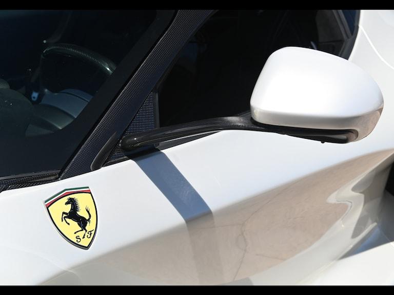 2015_Ferrari_LaFerrari_white_sale_0010