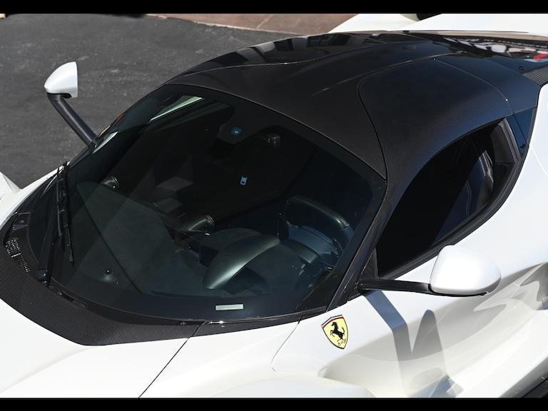 2015_Ferrari_LaFerrari_white_sale_0012