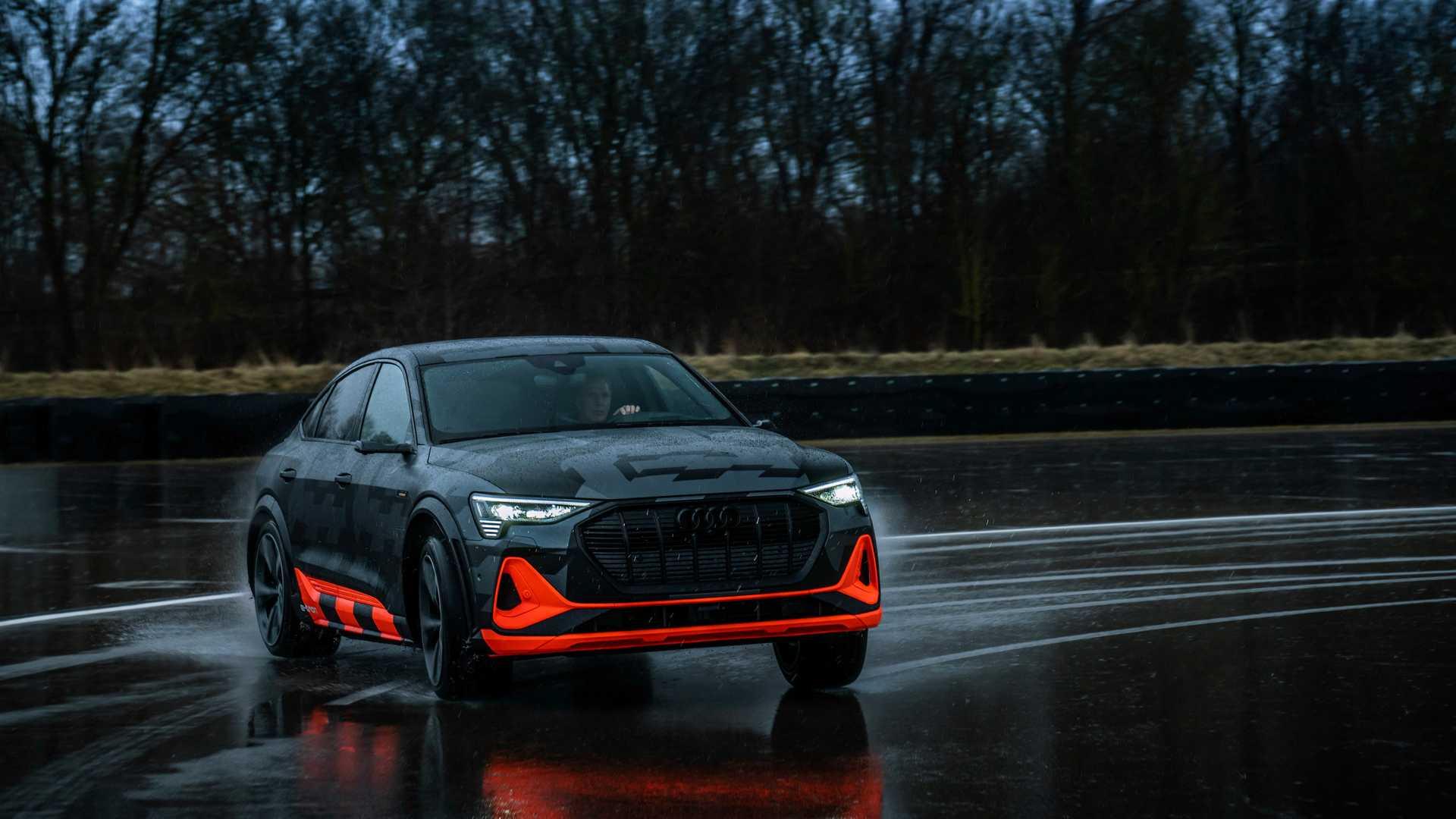 2020_Audi_e-tron_S_0013