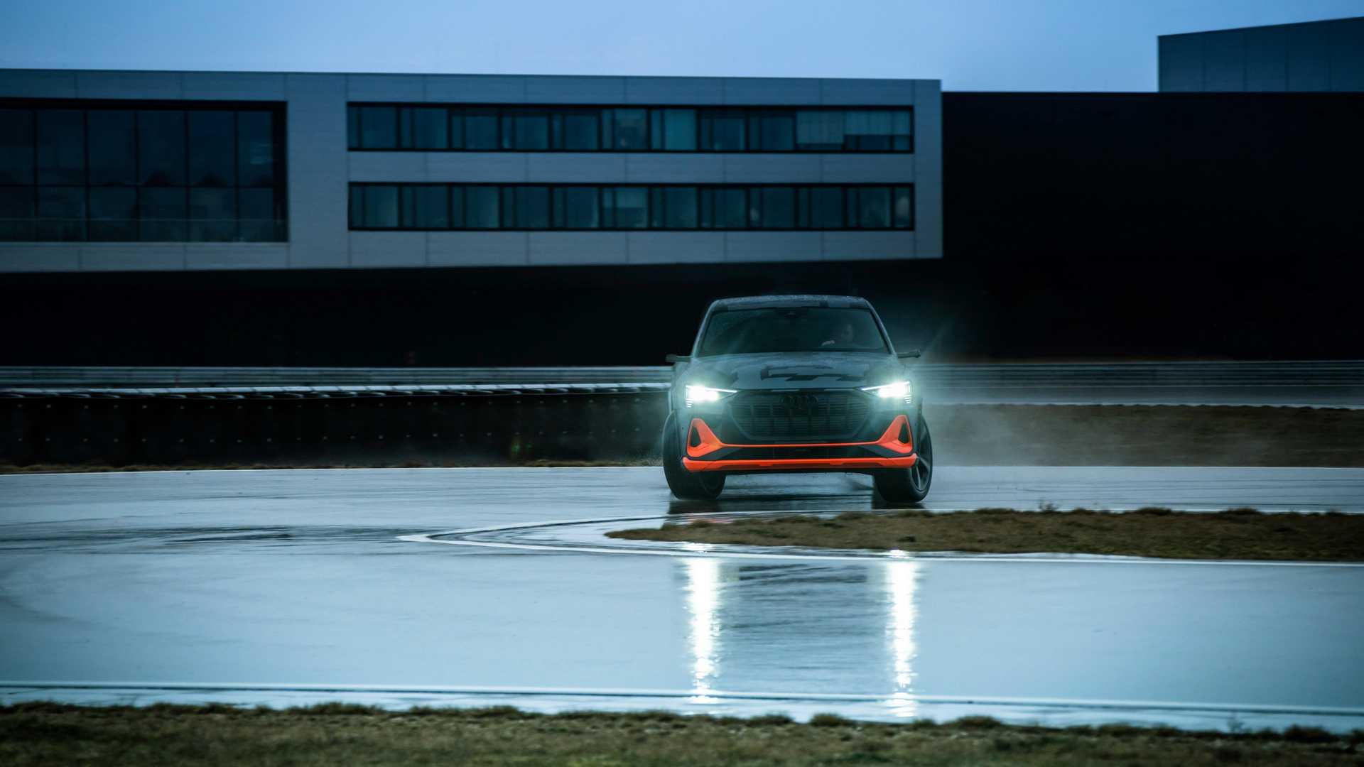 2020_Audi_e-tron_S_0014