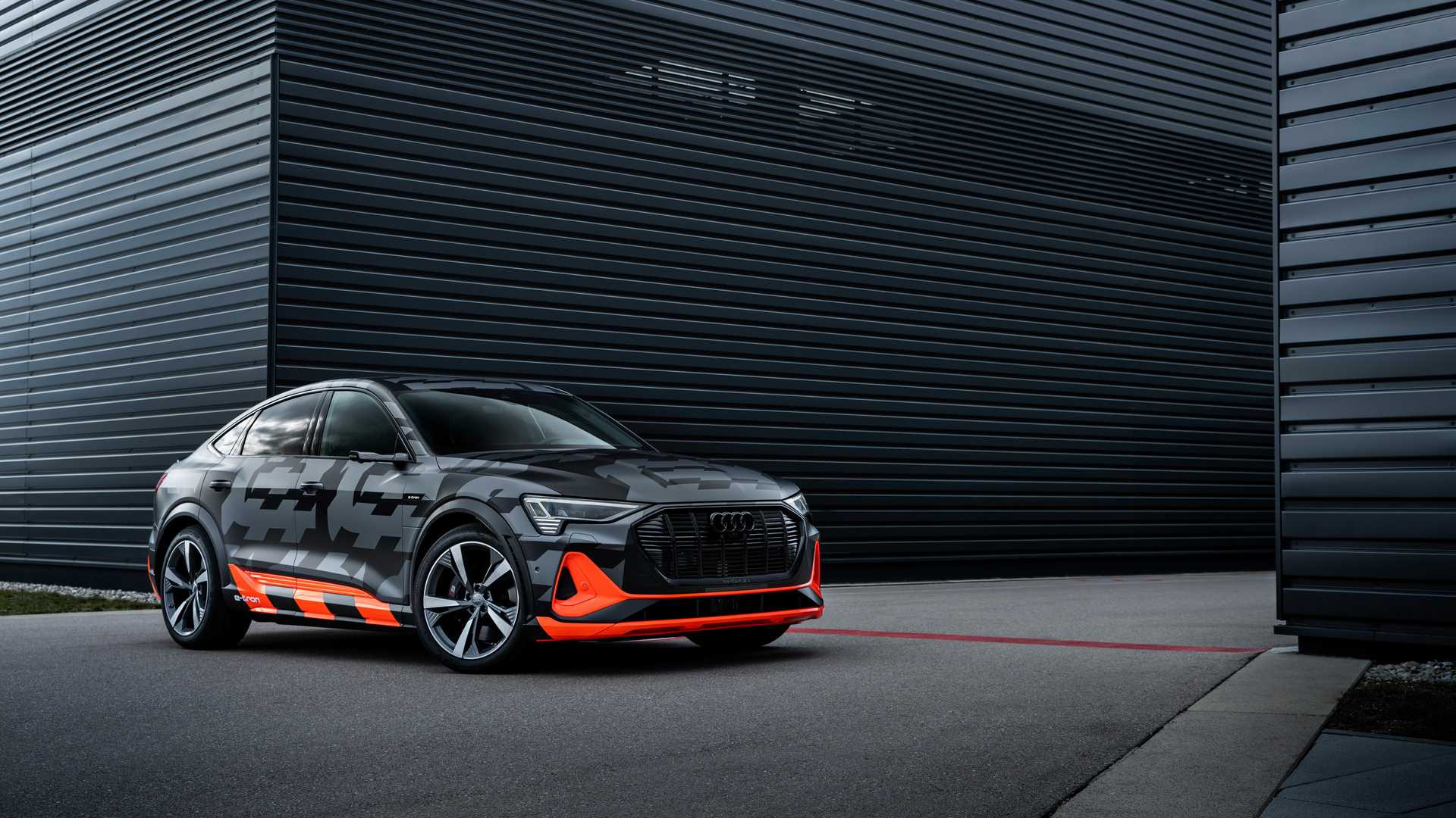 2020_Audi_e-tron_S_0018
