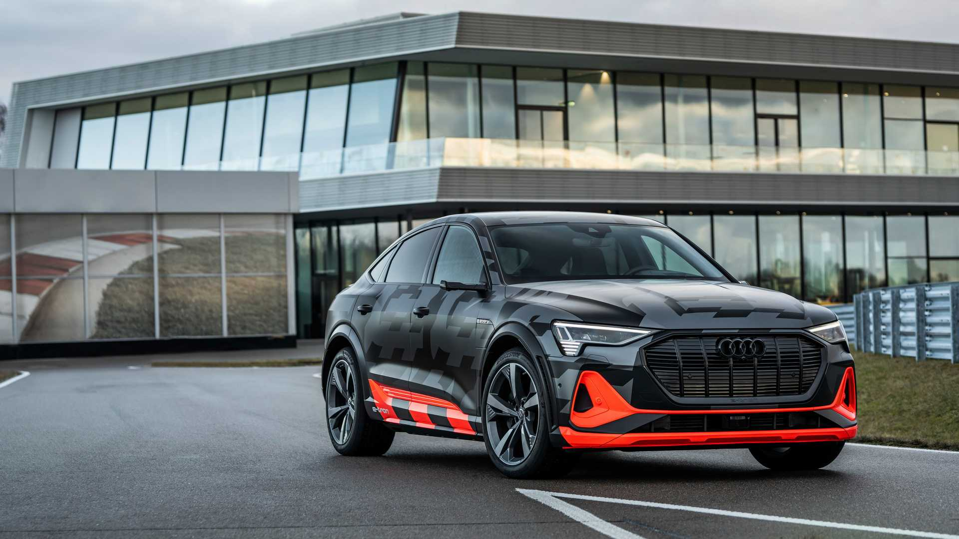 2020_Audi_e-tron_S_0021