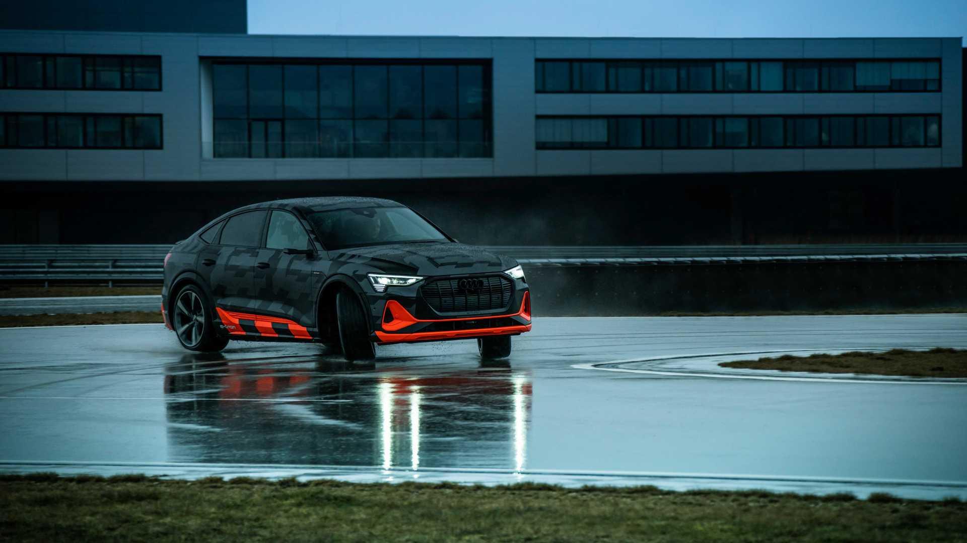 2020_Audi_e-tron_S_0028