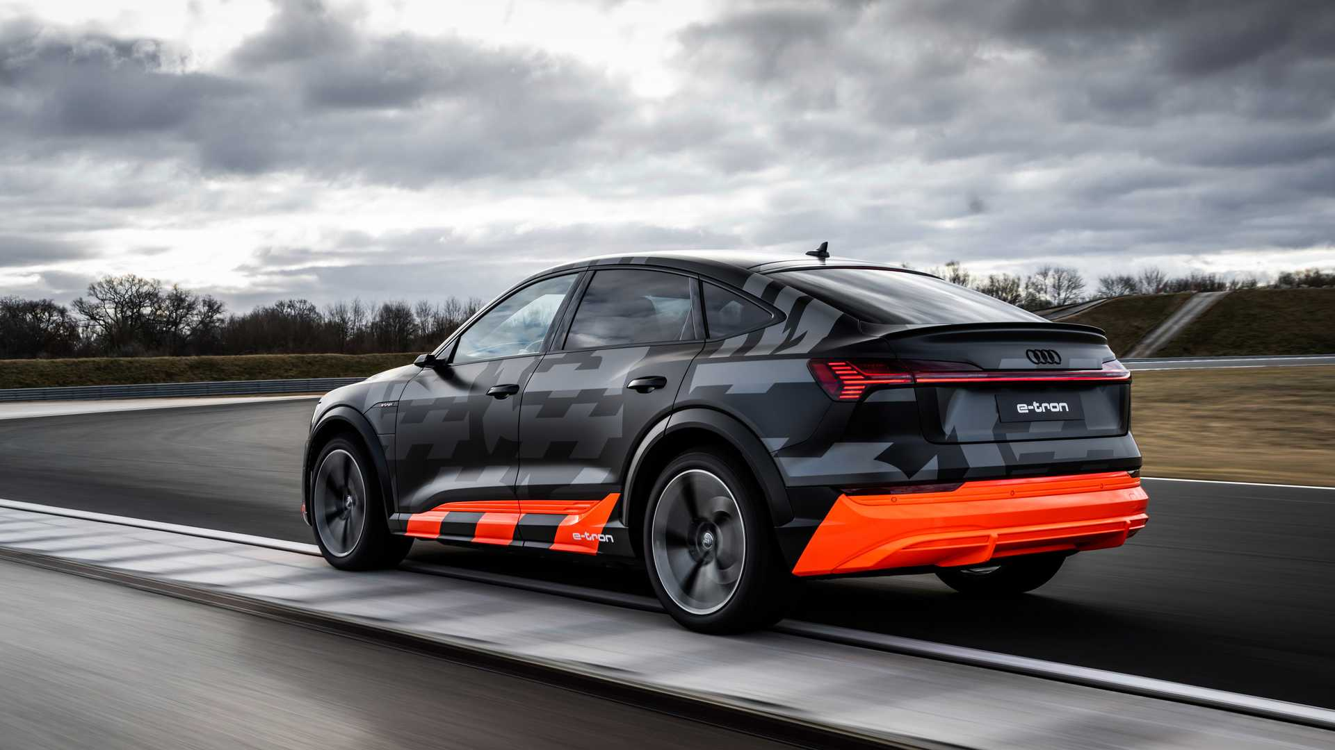 2020_Audi_e-tron_S_0043