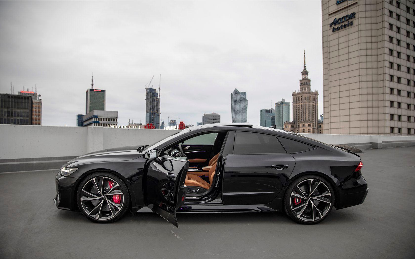 2020_Audi_RS7_Sportback_0000