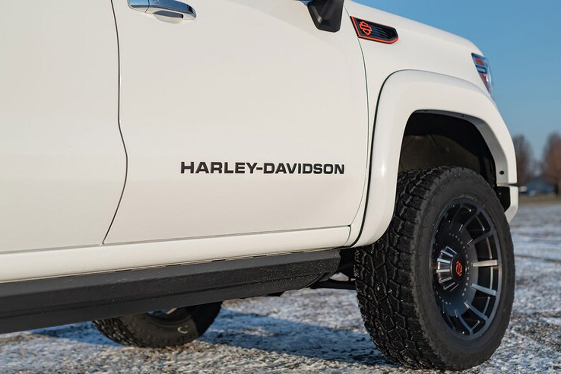 2020-GMC-Sierra-1500-Harley-Davidson-Edition-Tuscany-Automotive_0011