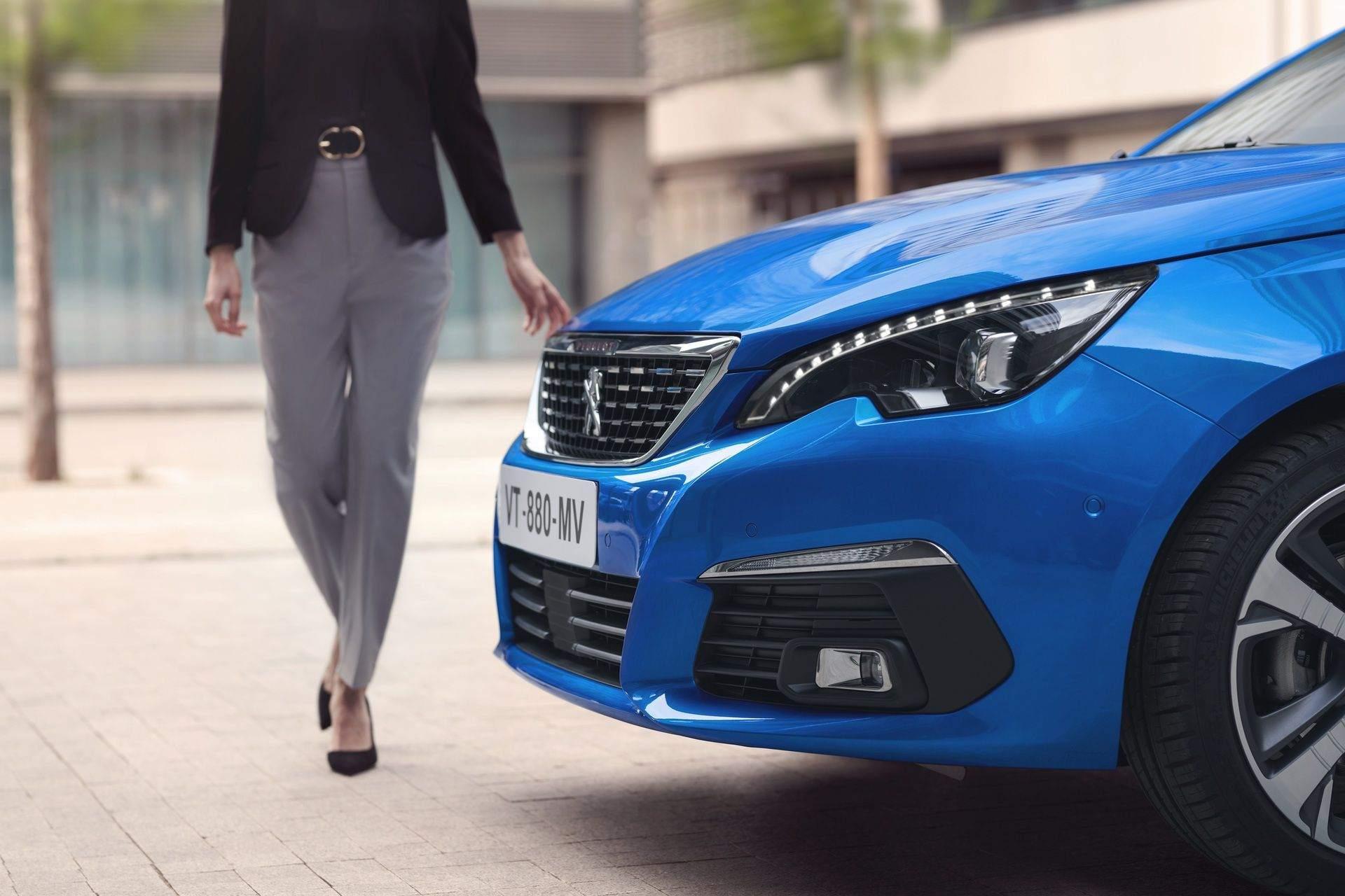 2020_Peugeot_308_facelift_0011