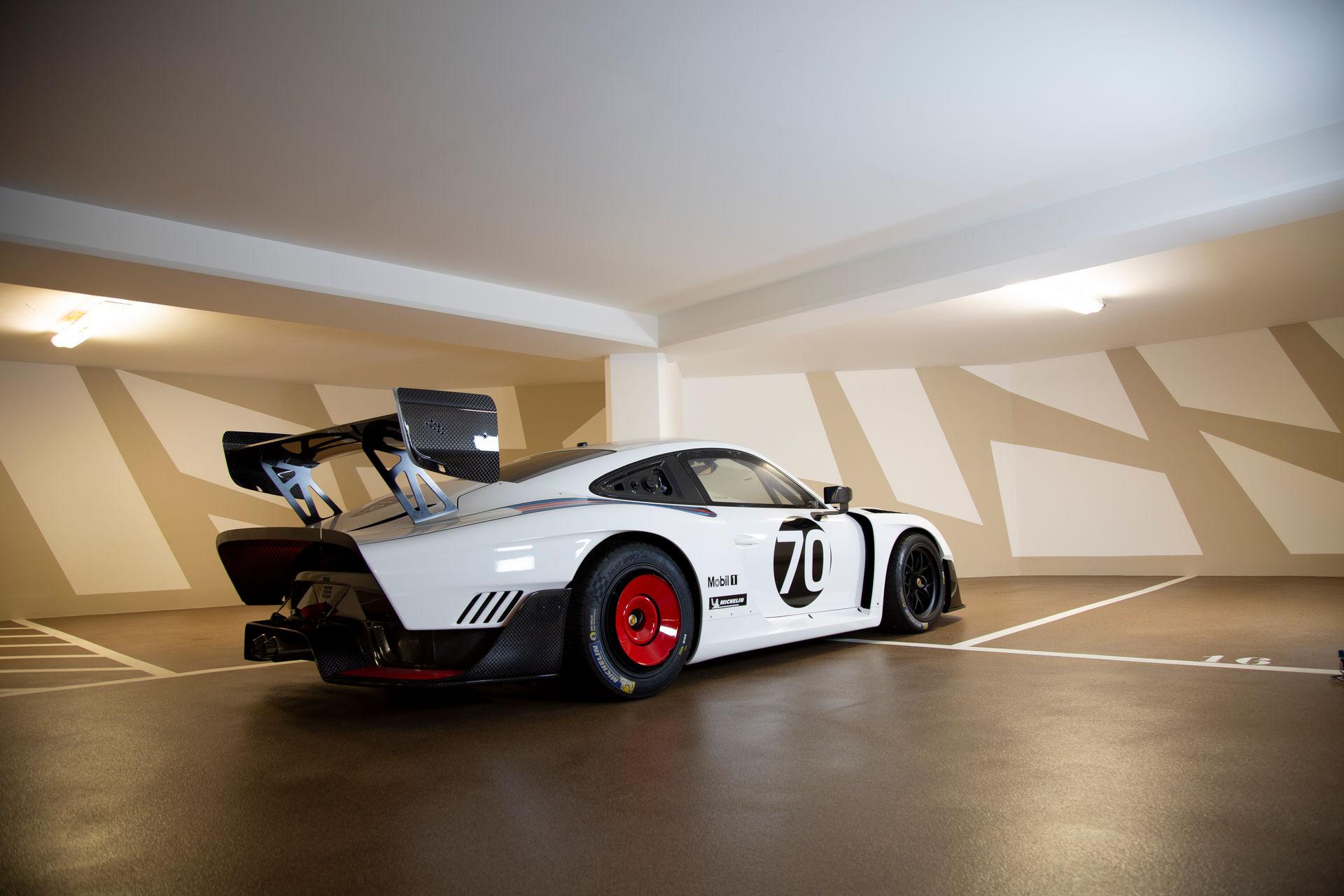 2020_Porsche_935_Martini_Livery_sale_0001