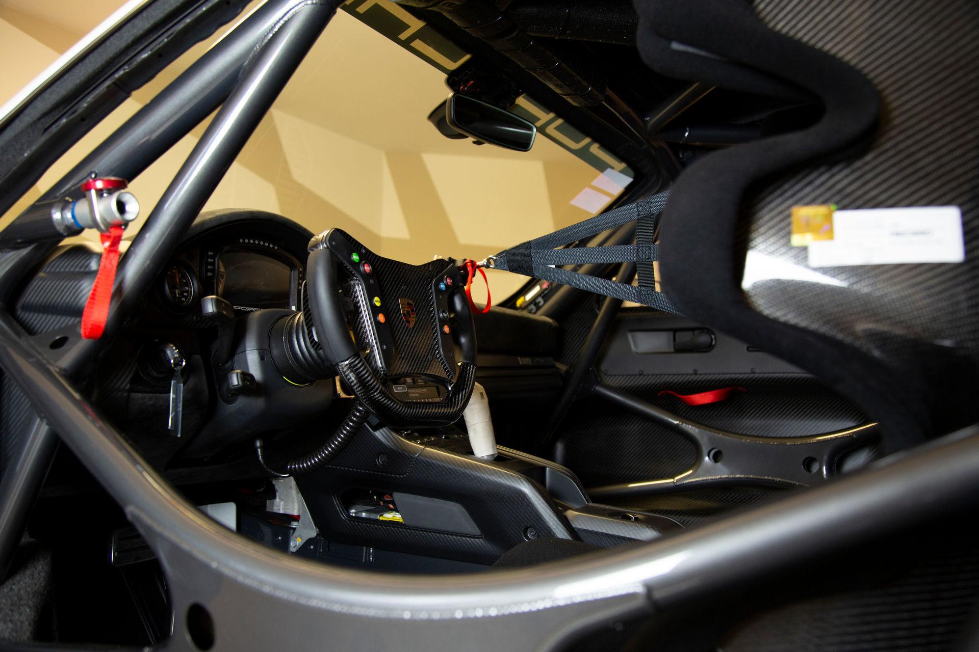 2020_Porsche_935_Martini_Livery_sale_0002