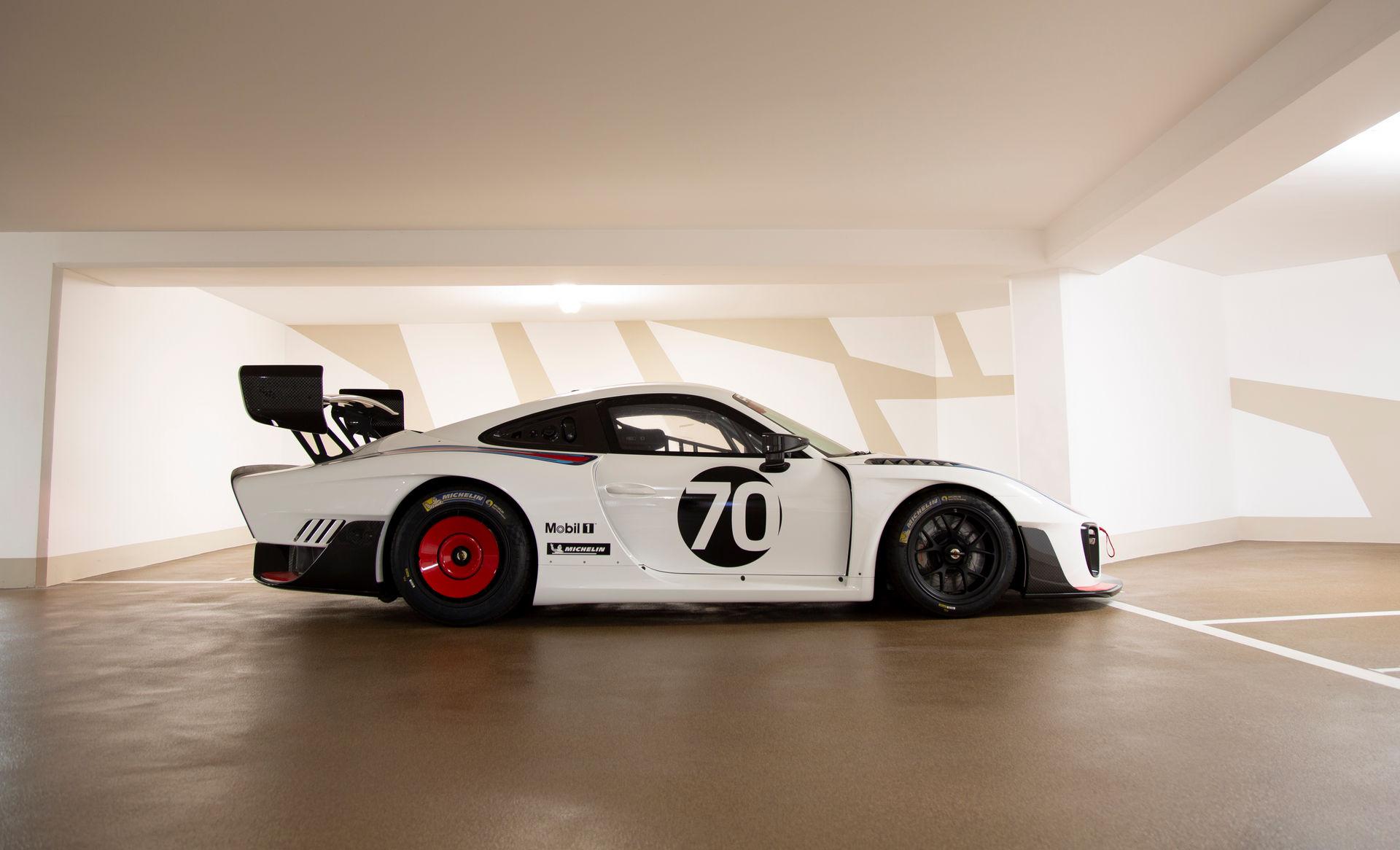 2020_Porsche_935_Martini_Livery_sale_0003