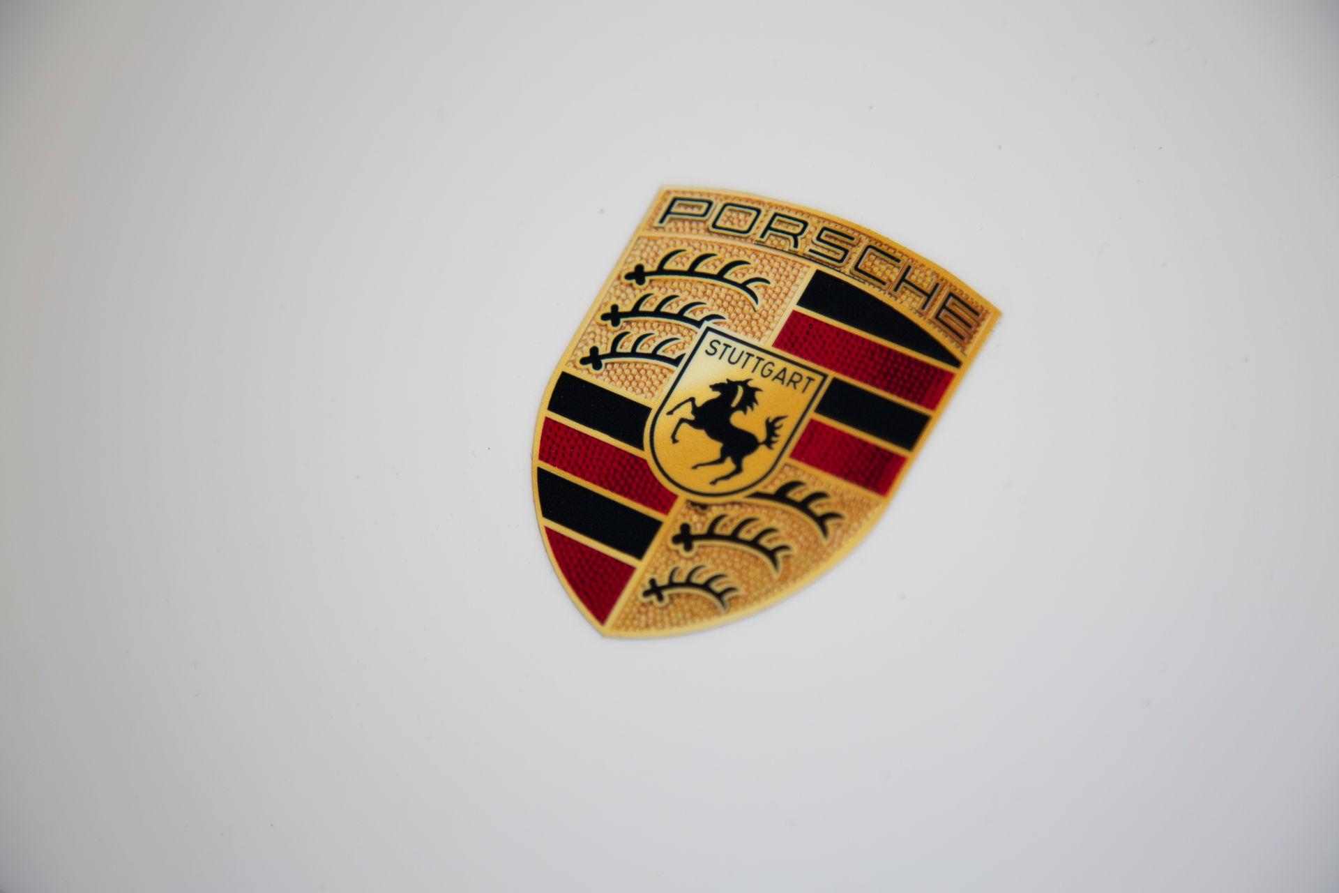 2020_Porsche_935_Martini_Livery_sale_0004