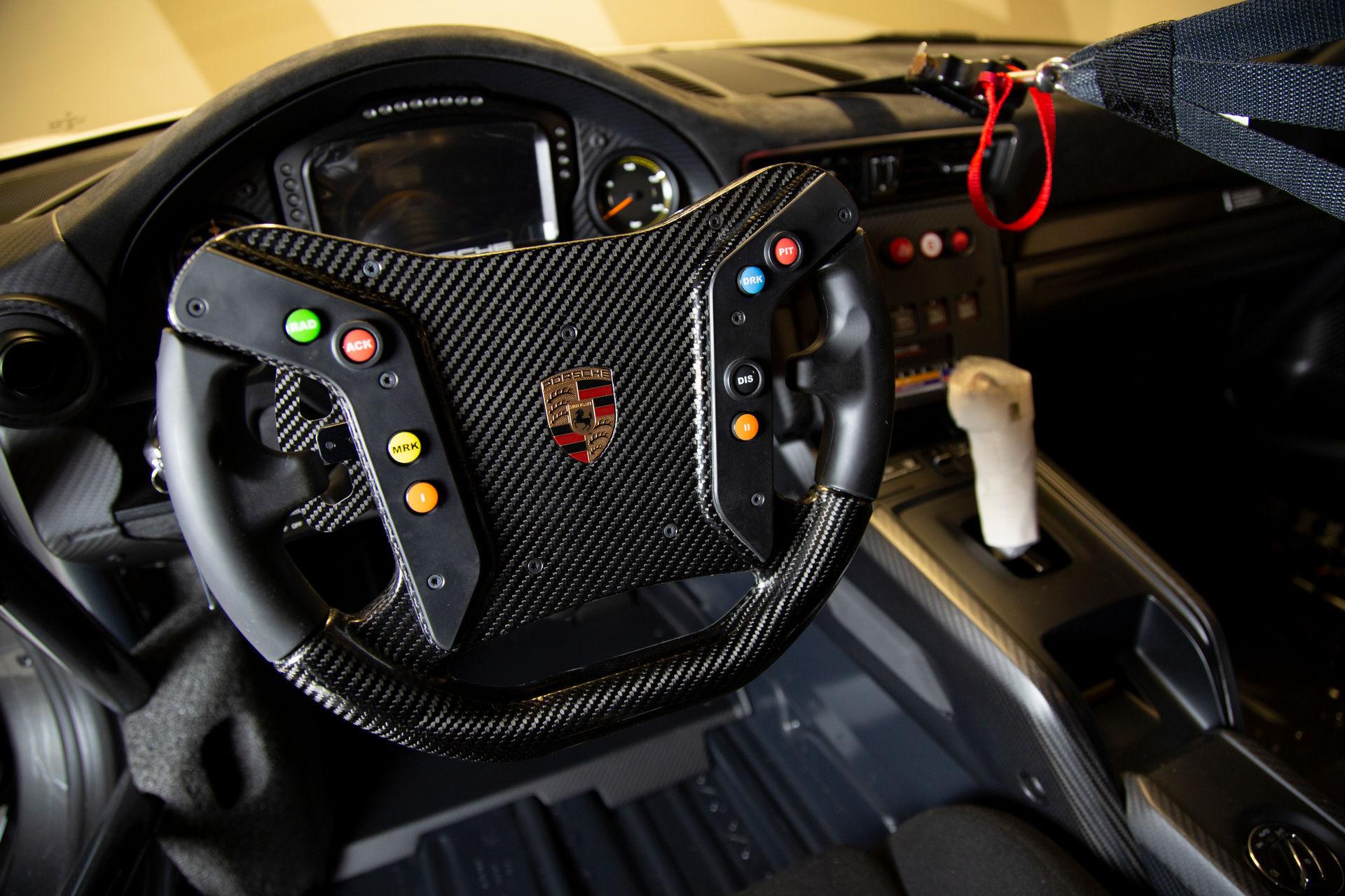 2020_Porsche_935_Martini_Livery_sale_0009