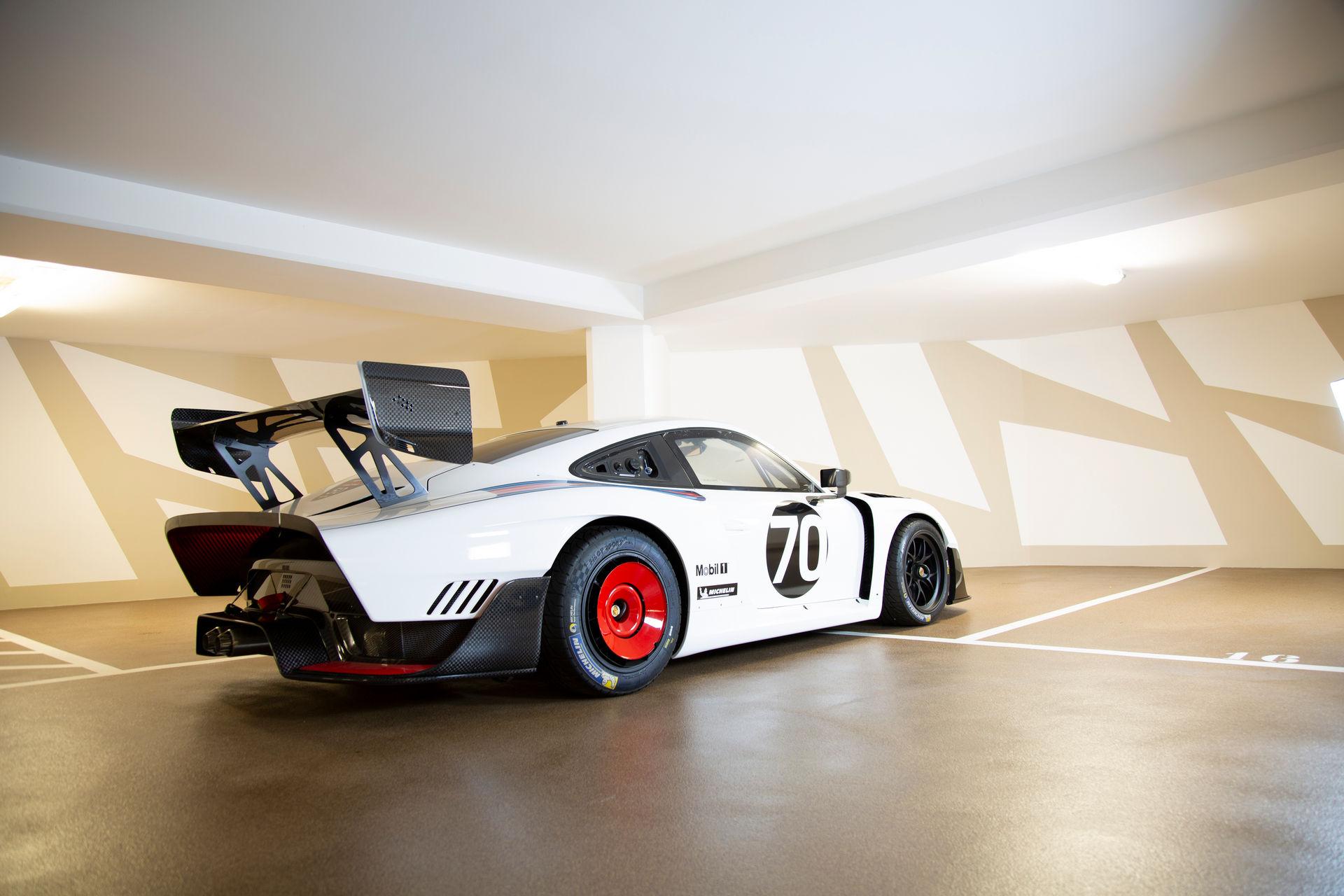 2020_Porsche_935_Martini_Livery_sale_0019