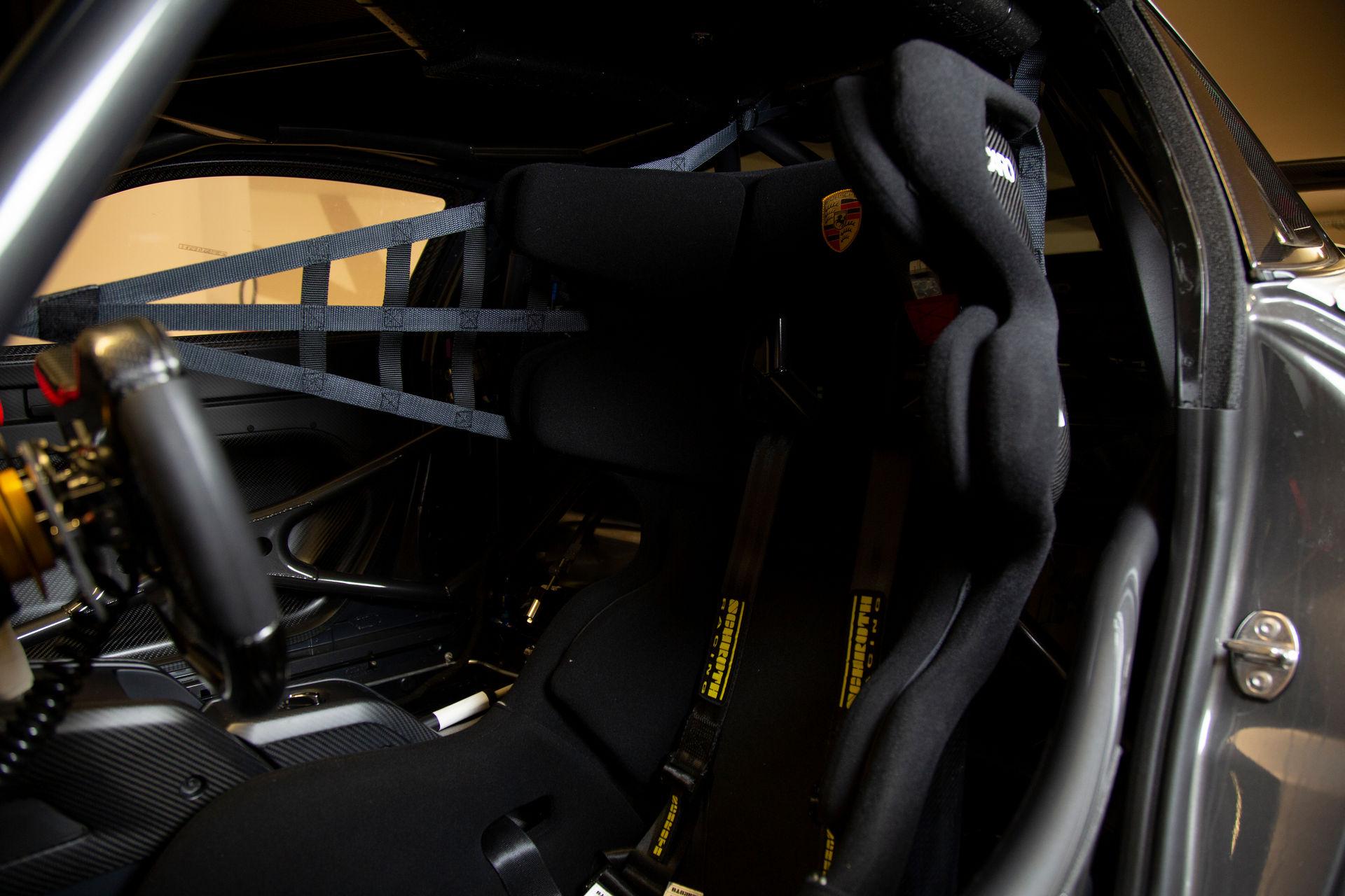 2020_Porsche_935_Martini_Livery_sale_0021