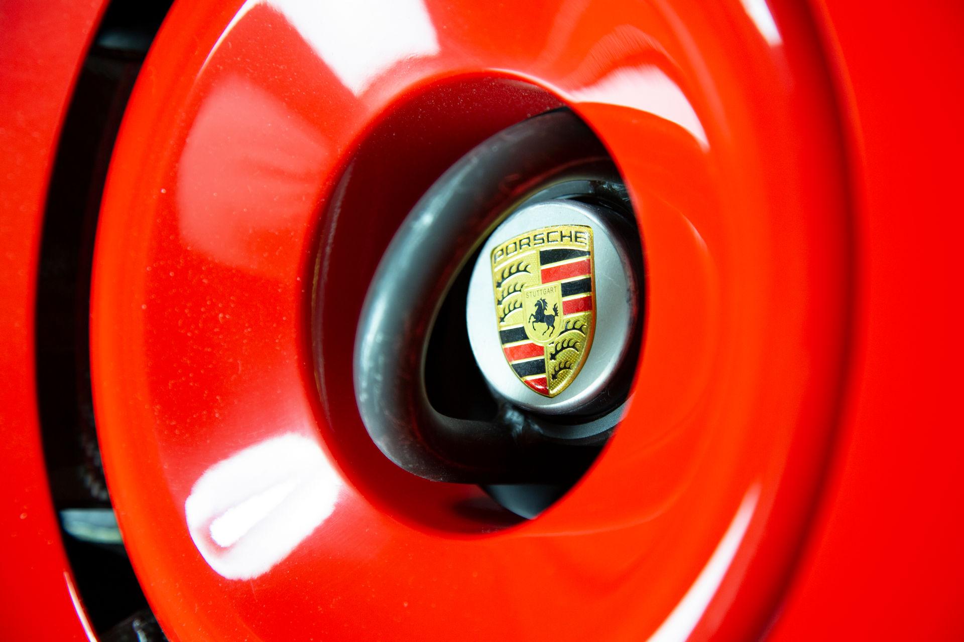 2020_Porsche_935_Martini_Livery_sale_0022