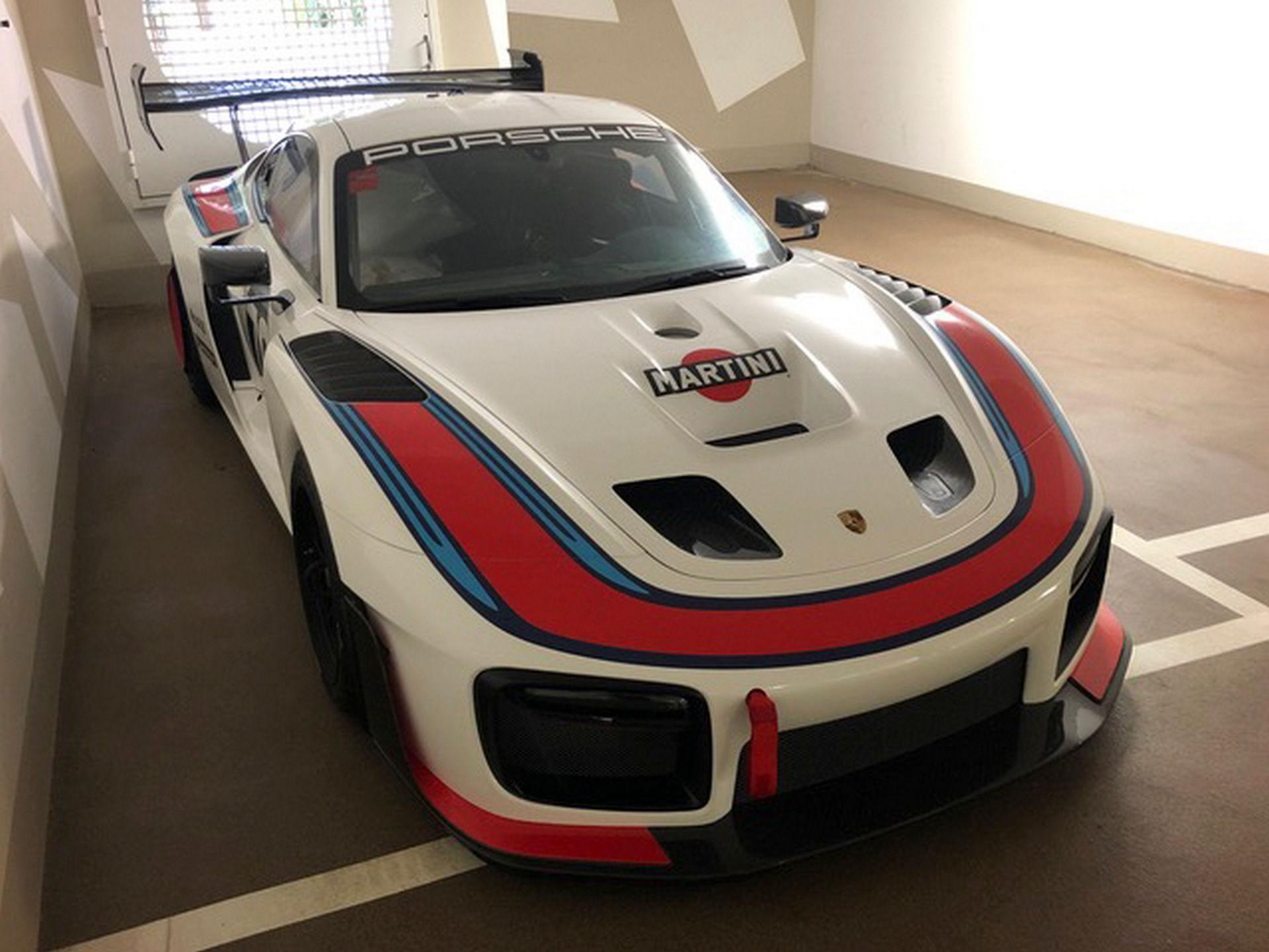 2020_Porsche_935_Martini_Livery_sale_0024