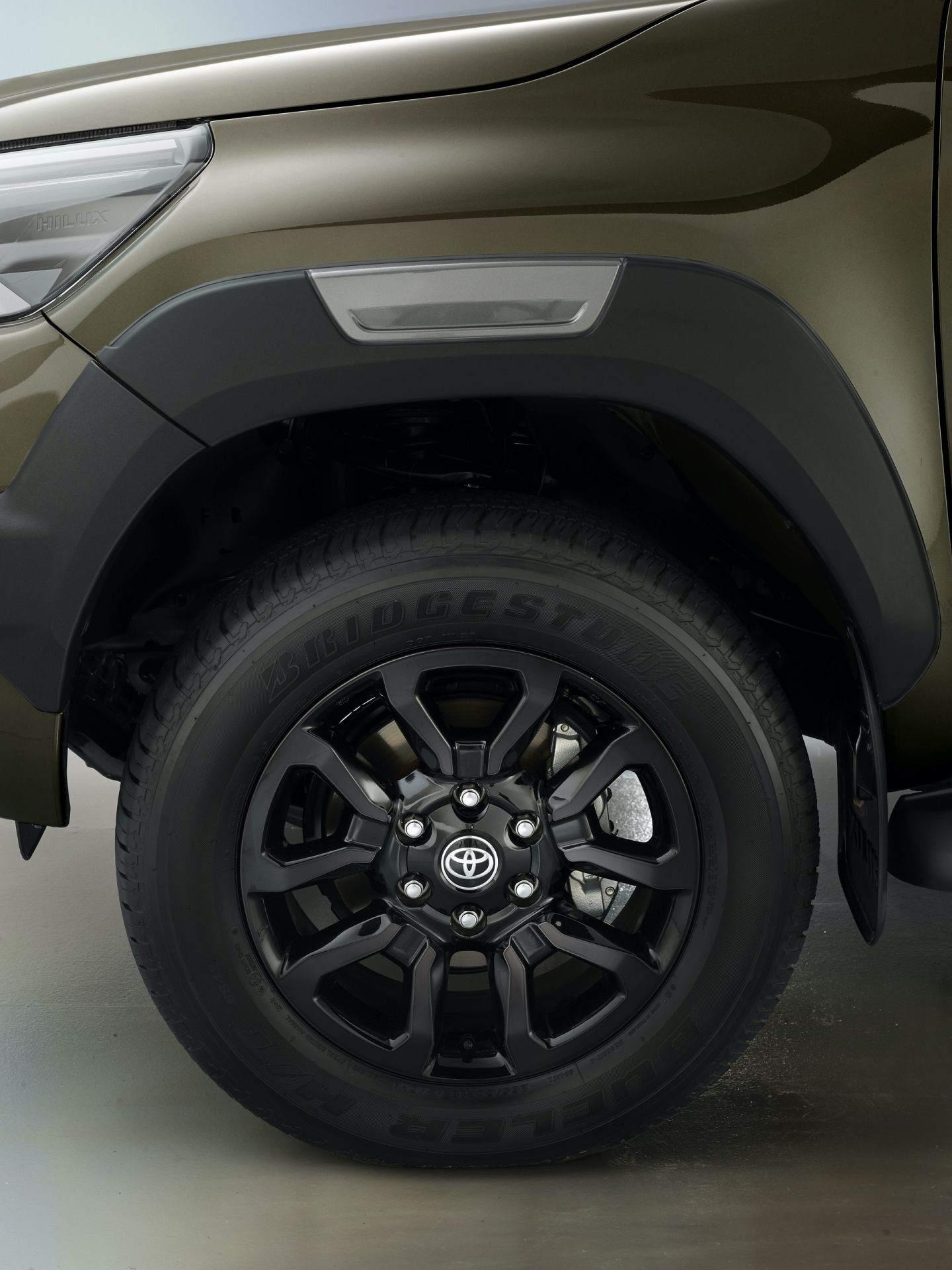 2020_Toyota_Hilux_0016