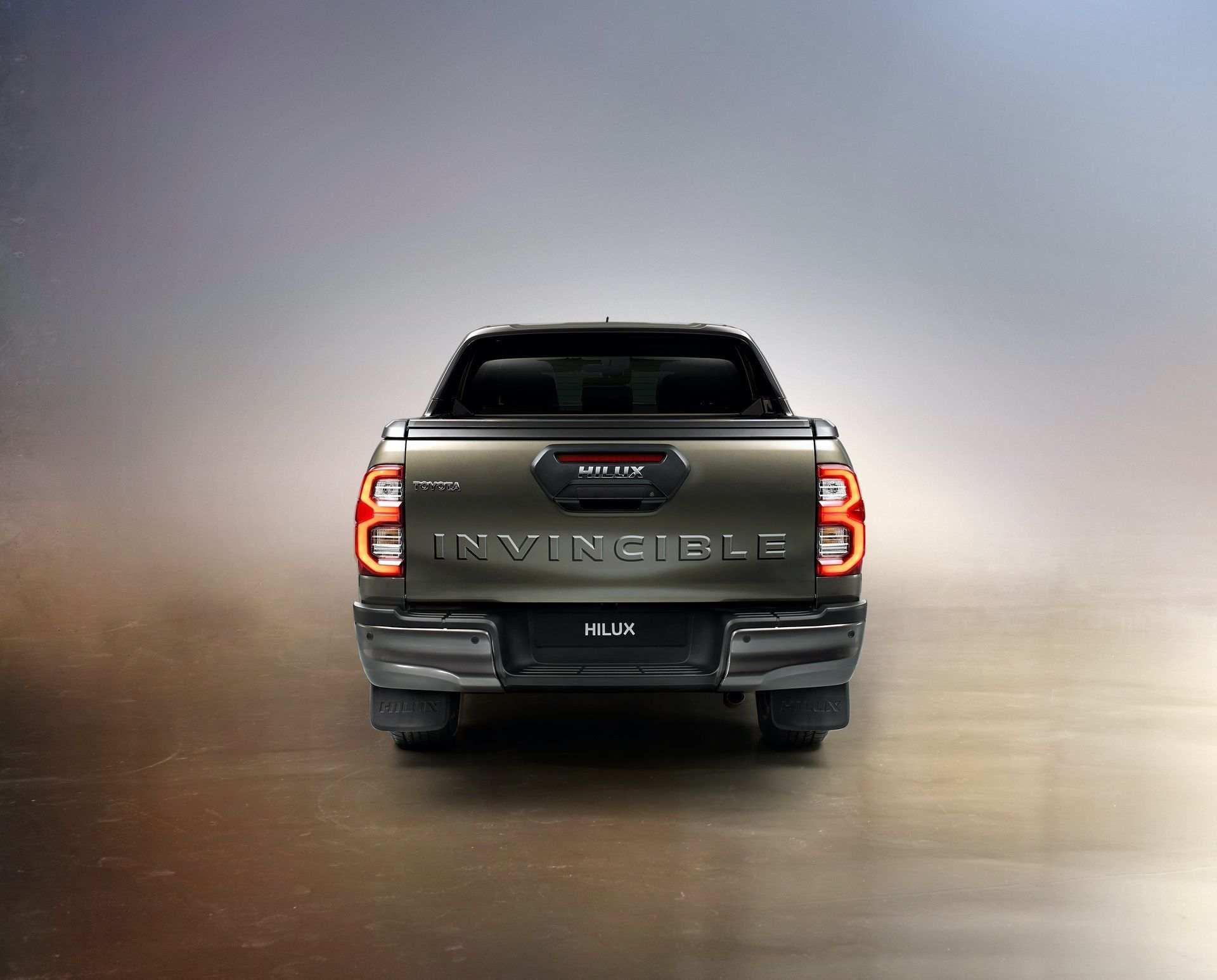 2020_Toyota_Hilux_0019