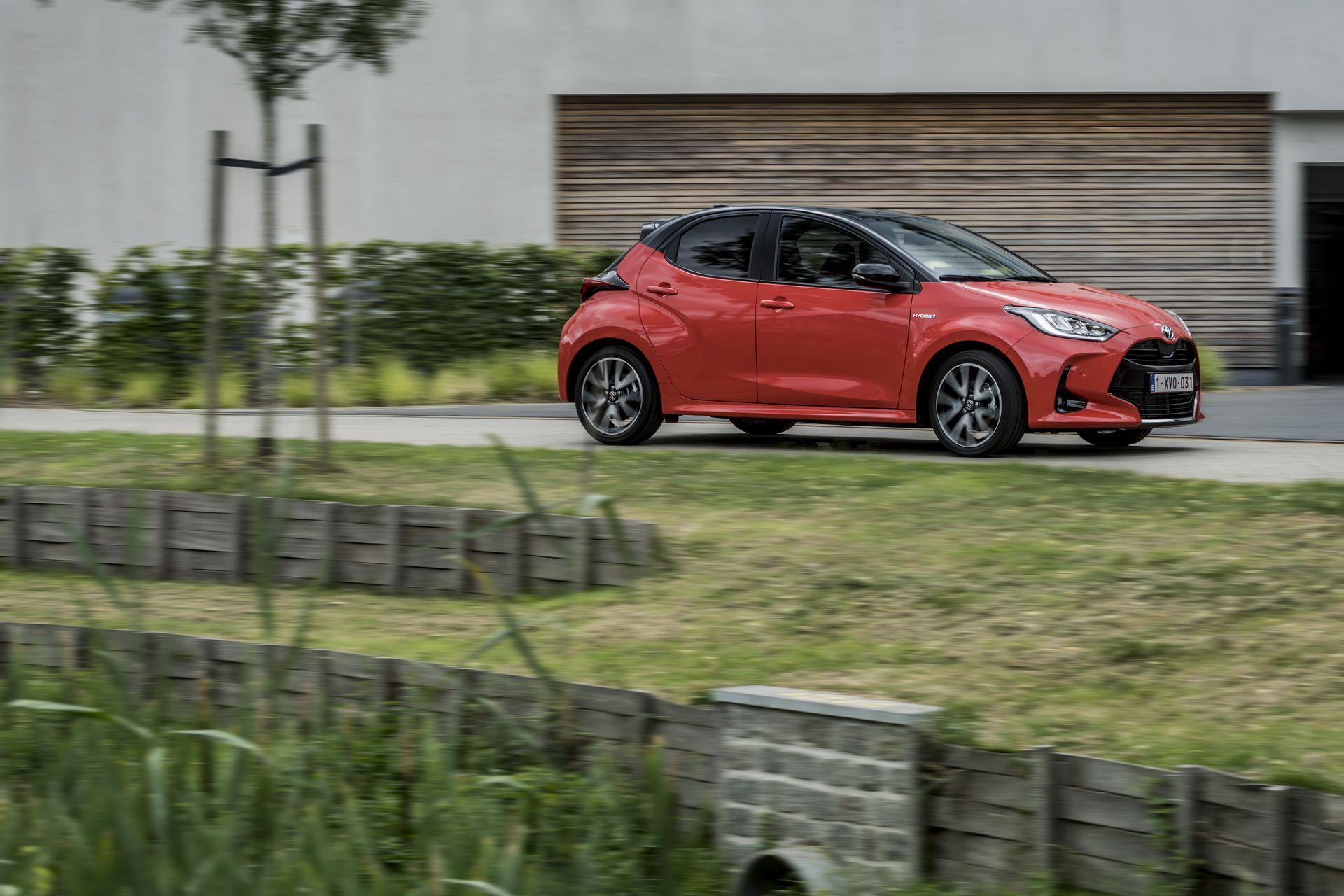 Toyota-Yaris-2020-10