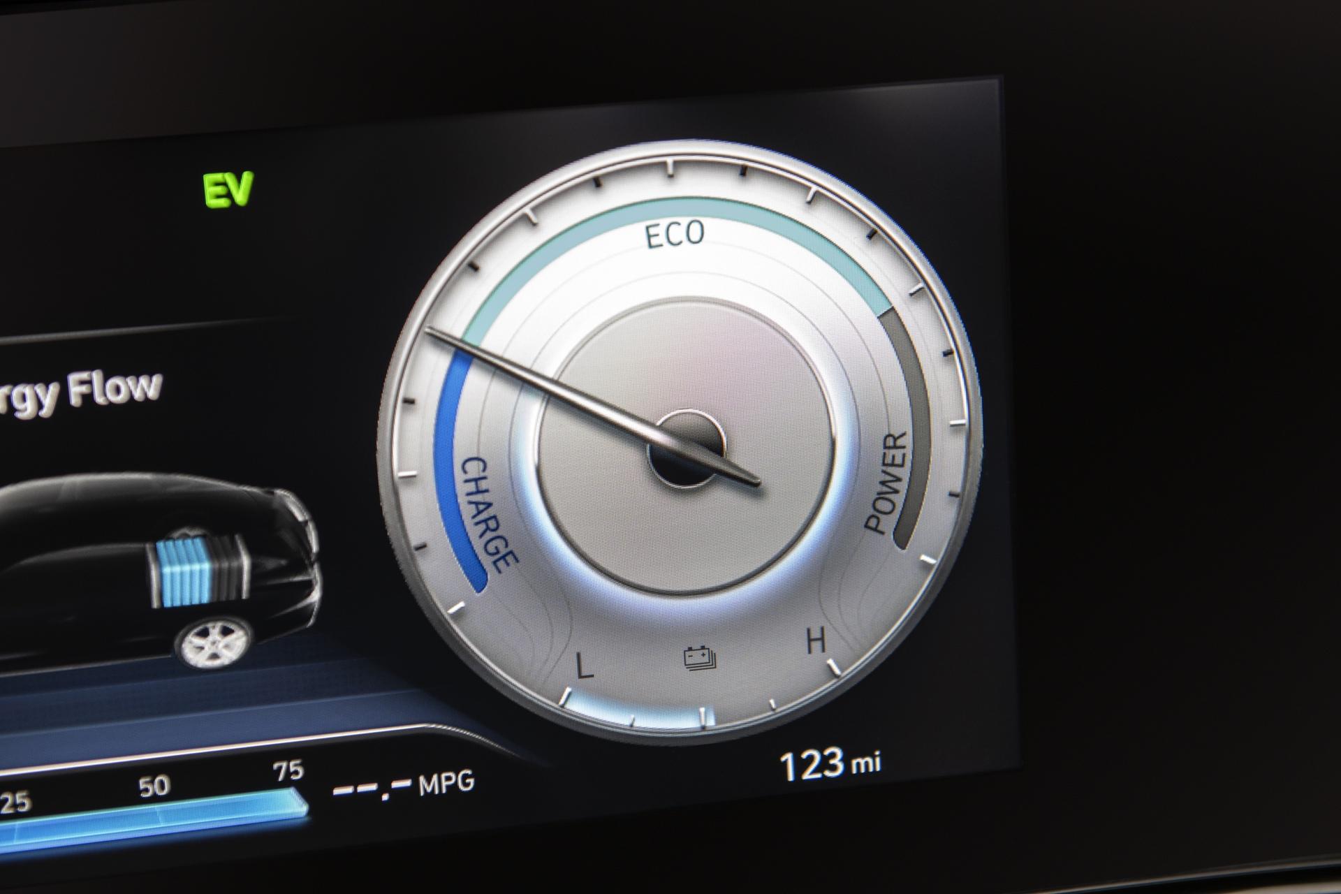 2021_Hyundai_Elantra_Hybrid_0003