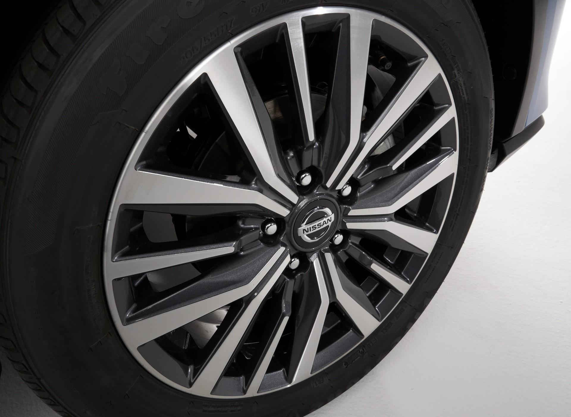 2021-Nissan-Kicks-28