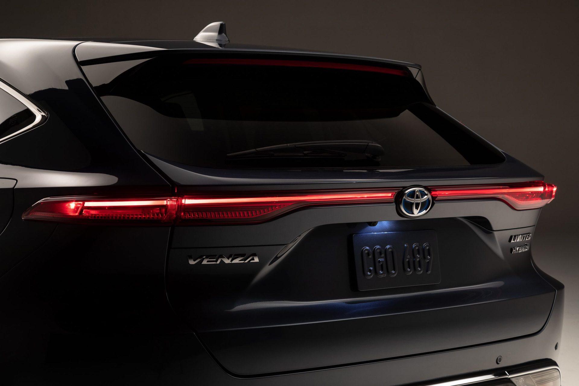 2021_Toyota_Venza_0011