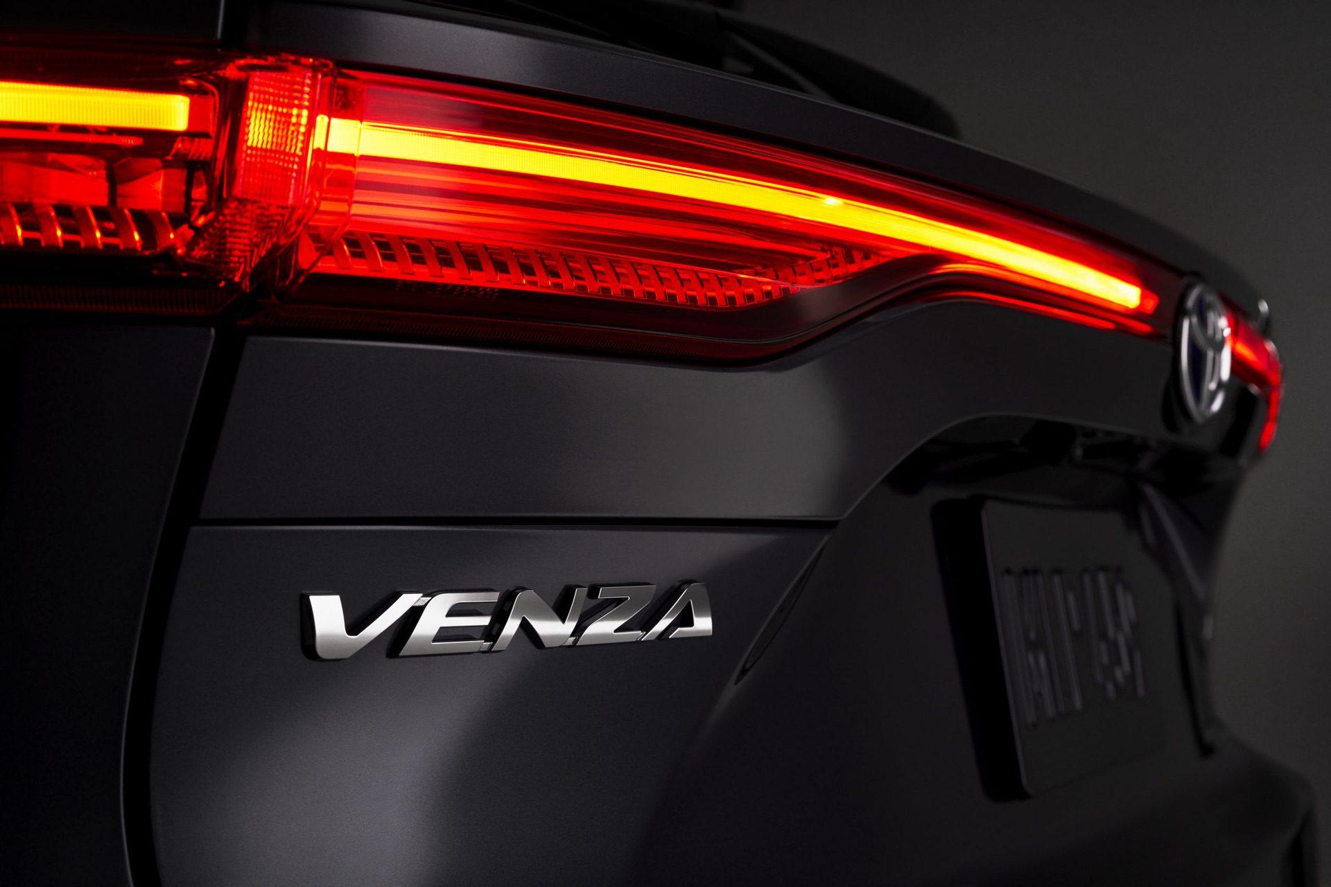 2021_Toyota_Venza_0012