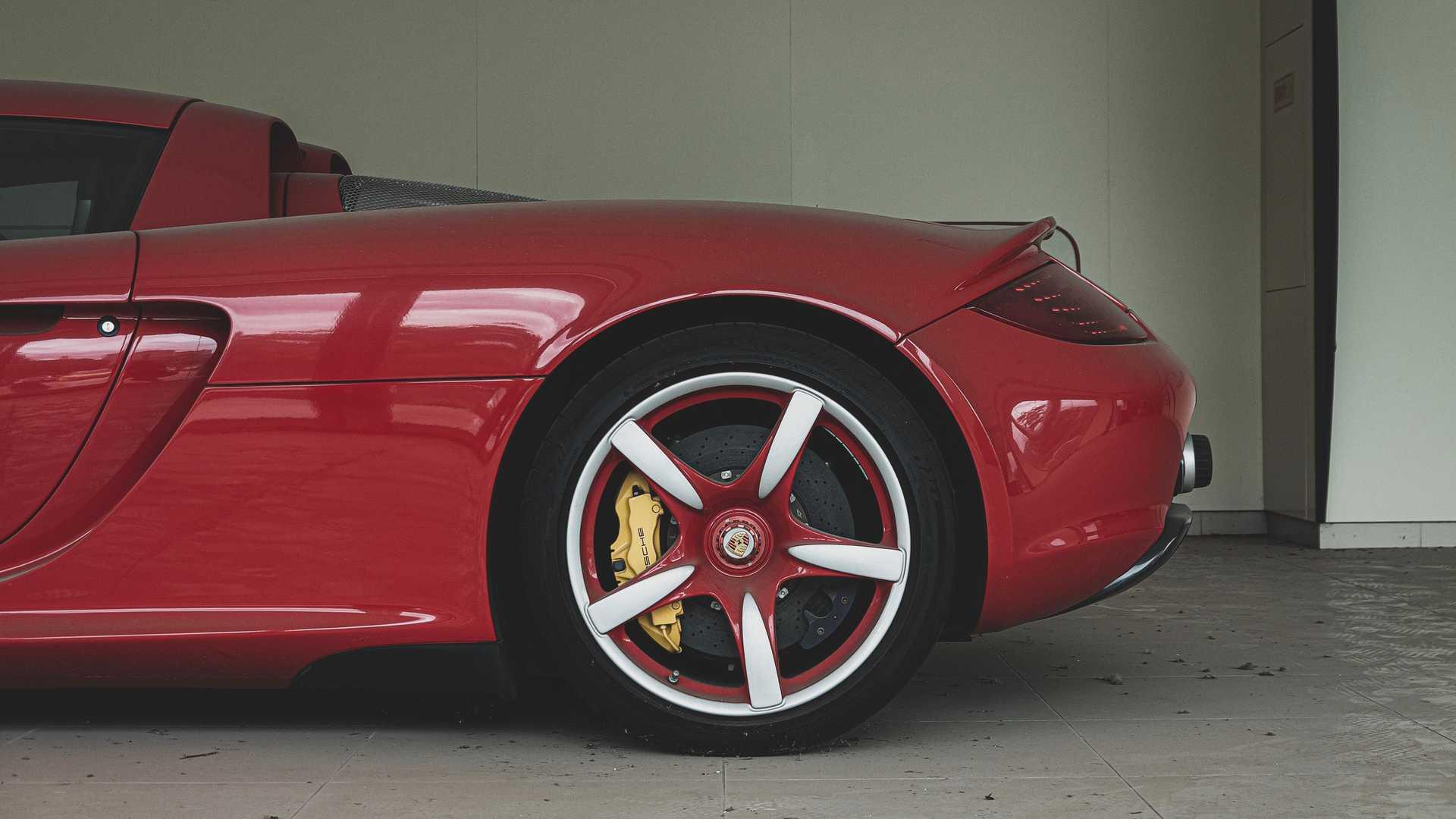 abandoned-porsche-carrera-gt-rear-side-profile