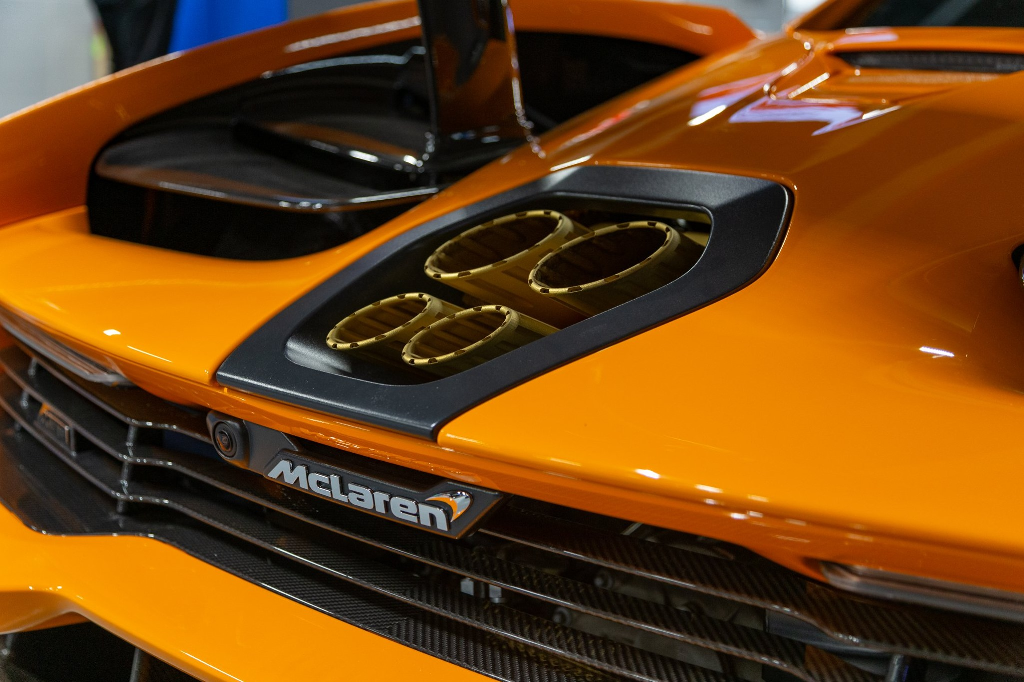 Adrian_Sutil_McLaren_Senna_LM_crash_0006