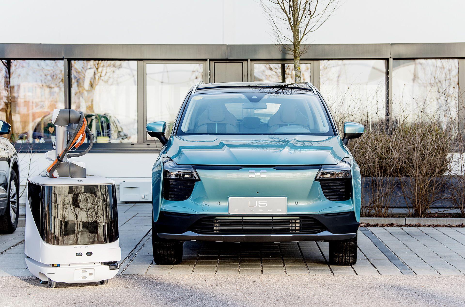 aiways-carl-autonomous-ev-charging-robot-1