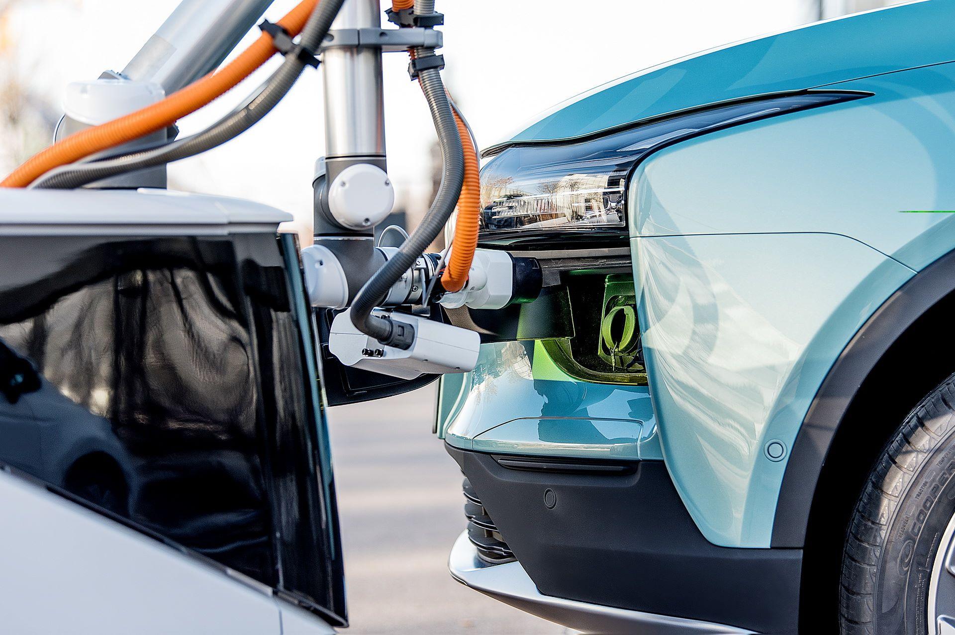 aiways-carl-autonomous-ev-charging-robot-4