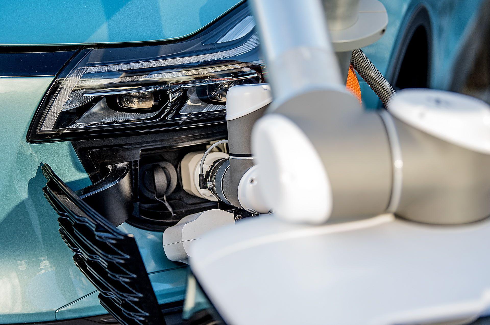 aiways-carl-autonomous-ev-charging-robot-5