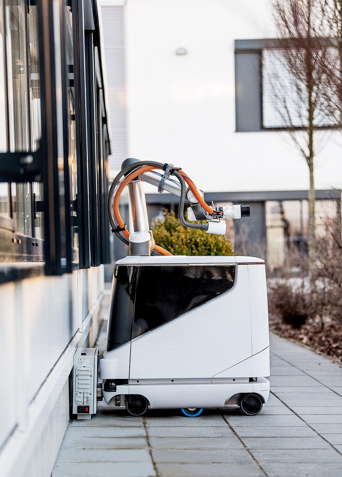 aiways-carl-autonomous-ev-charging-robot-6