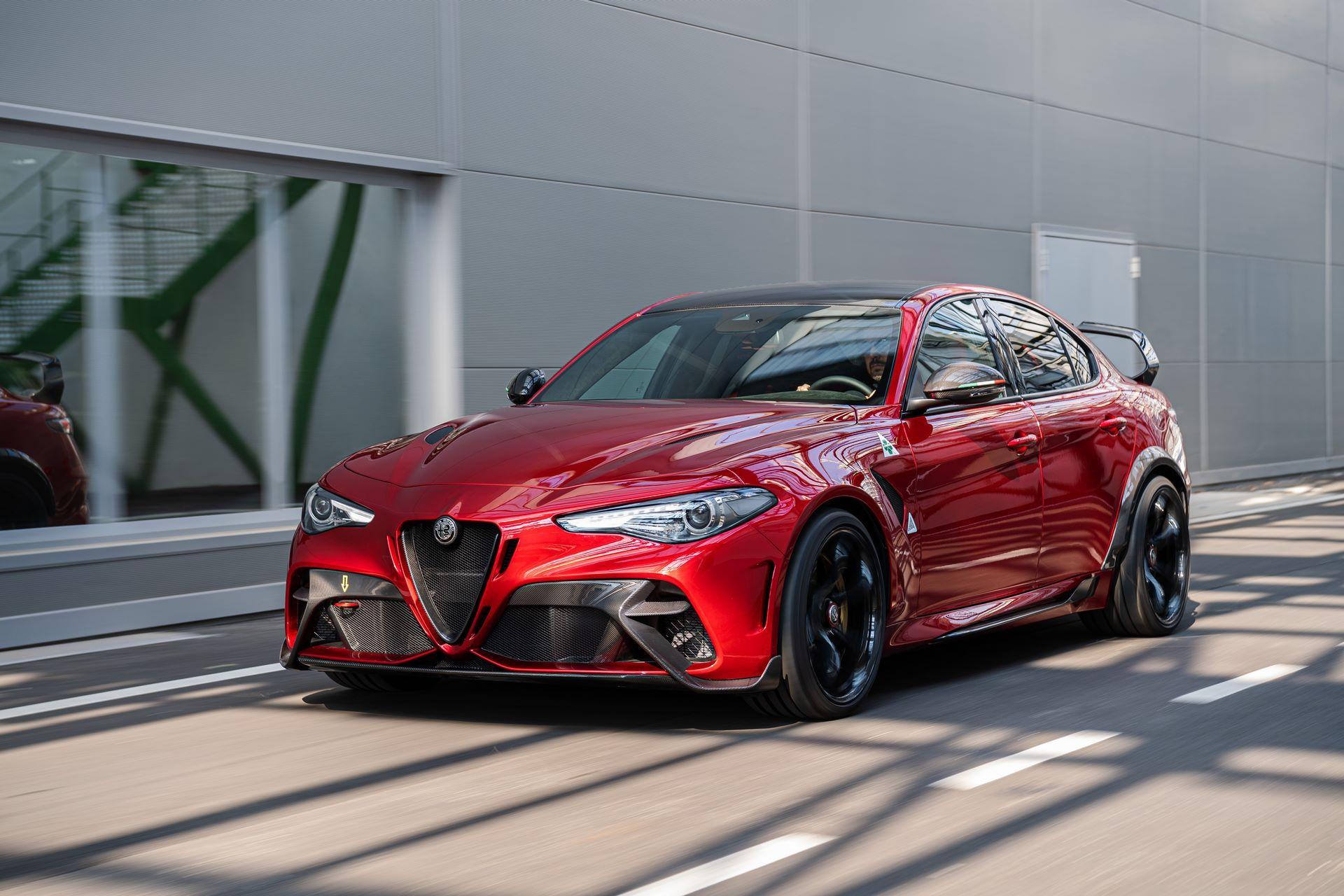 Alfa-Romeo-Giulia-GTA-and-GTAm-1