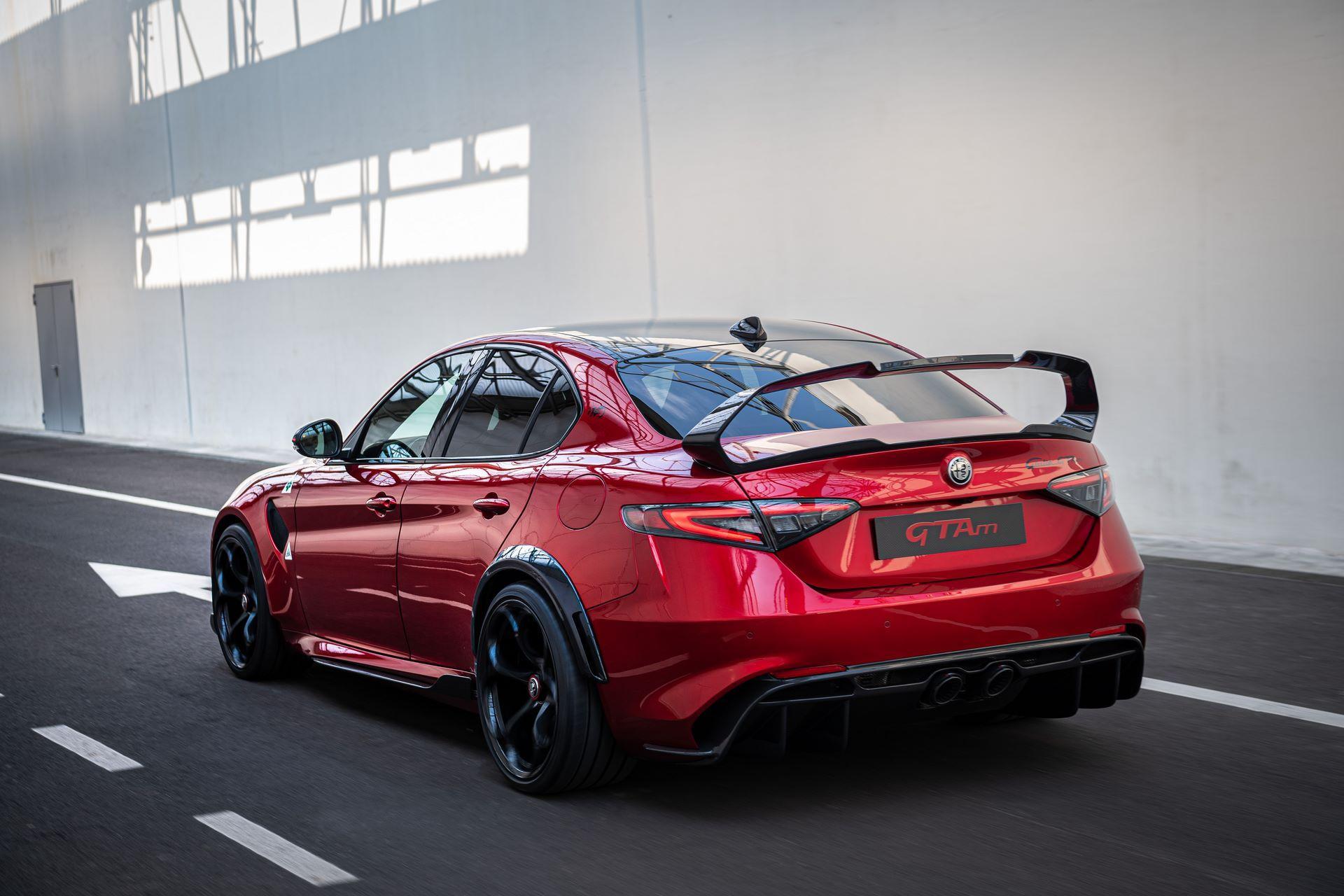 Alfa-Romeo-Giulia-GTA-and-GTAm-10